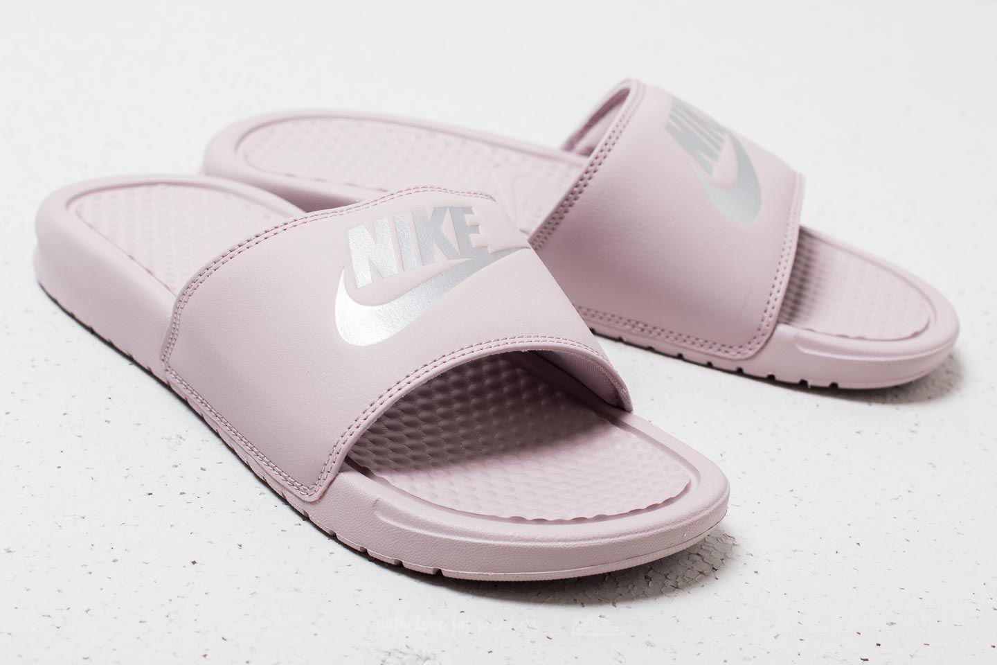 best service 6c25d 8e2e7 Gallery. Previously sold at  Footshop · Women s Nike Benassi