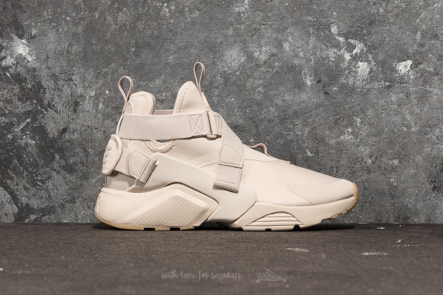 best sneakers 97d40 d4193 Gallery. Previously sold at Footshop · Womens Nike Air Huarache ...