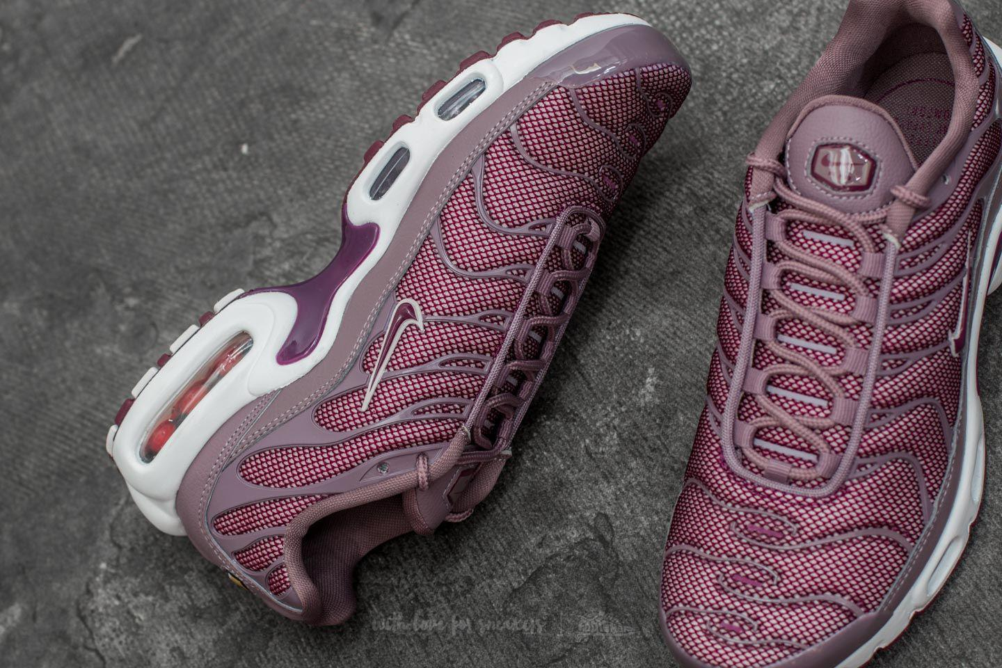 caab84759365 Gallery. Previously sold at  Footshop · Women s Nike Air Max ...