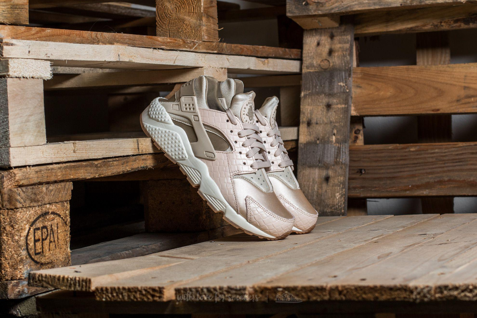finest selection 8a0d8 d2c3b Gallery. Previously sold at  Footshop · Women s Nike Air Huarache