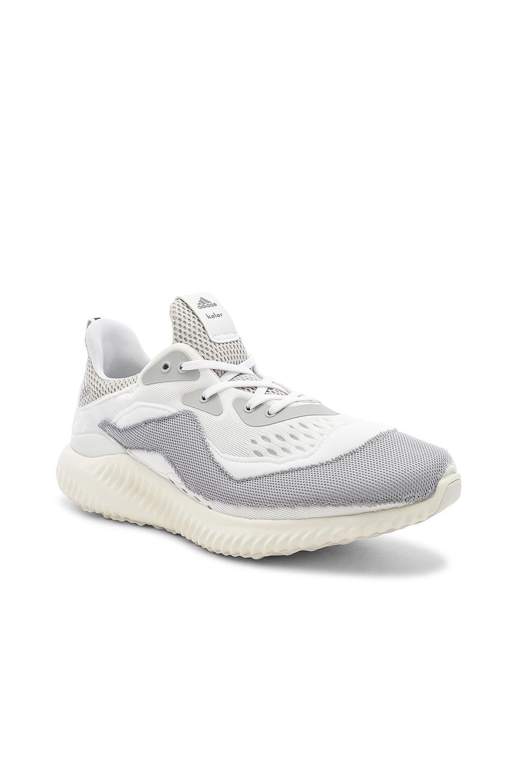 lyst adidas originali kolorname x adidas alpha rimbalzare in bianco.