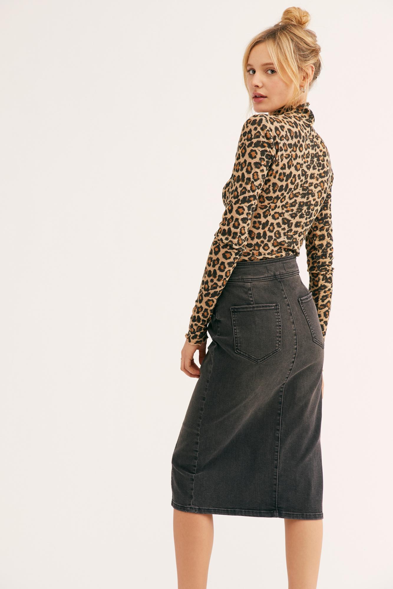 5bb63643dffb Free People Maddie Denim Midi Skirt in Black - Lyst