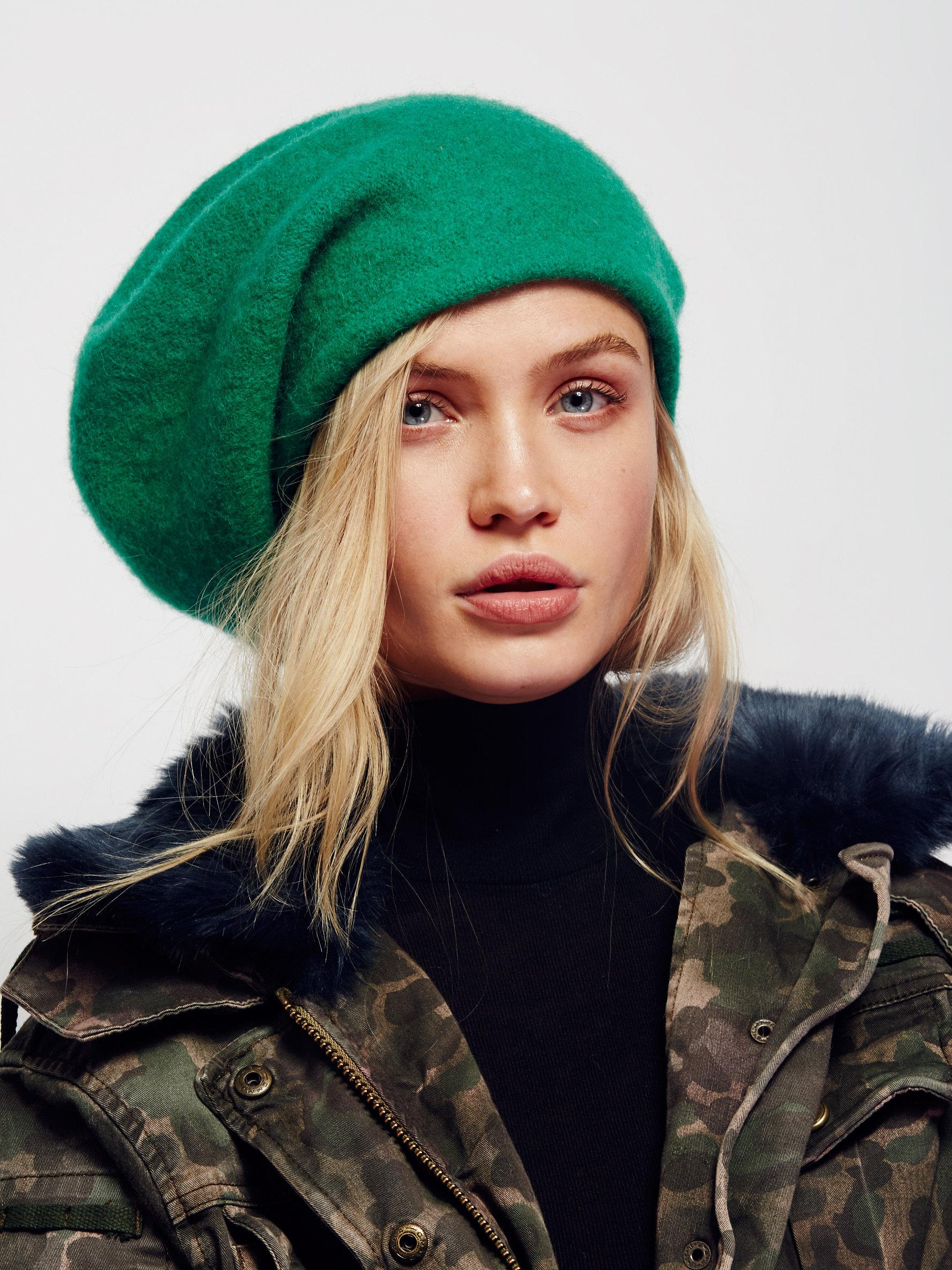 da775c8dddcee Free People Bisous Slouchy Beret in Green - Lyst
