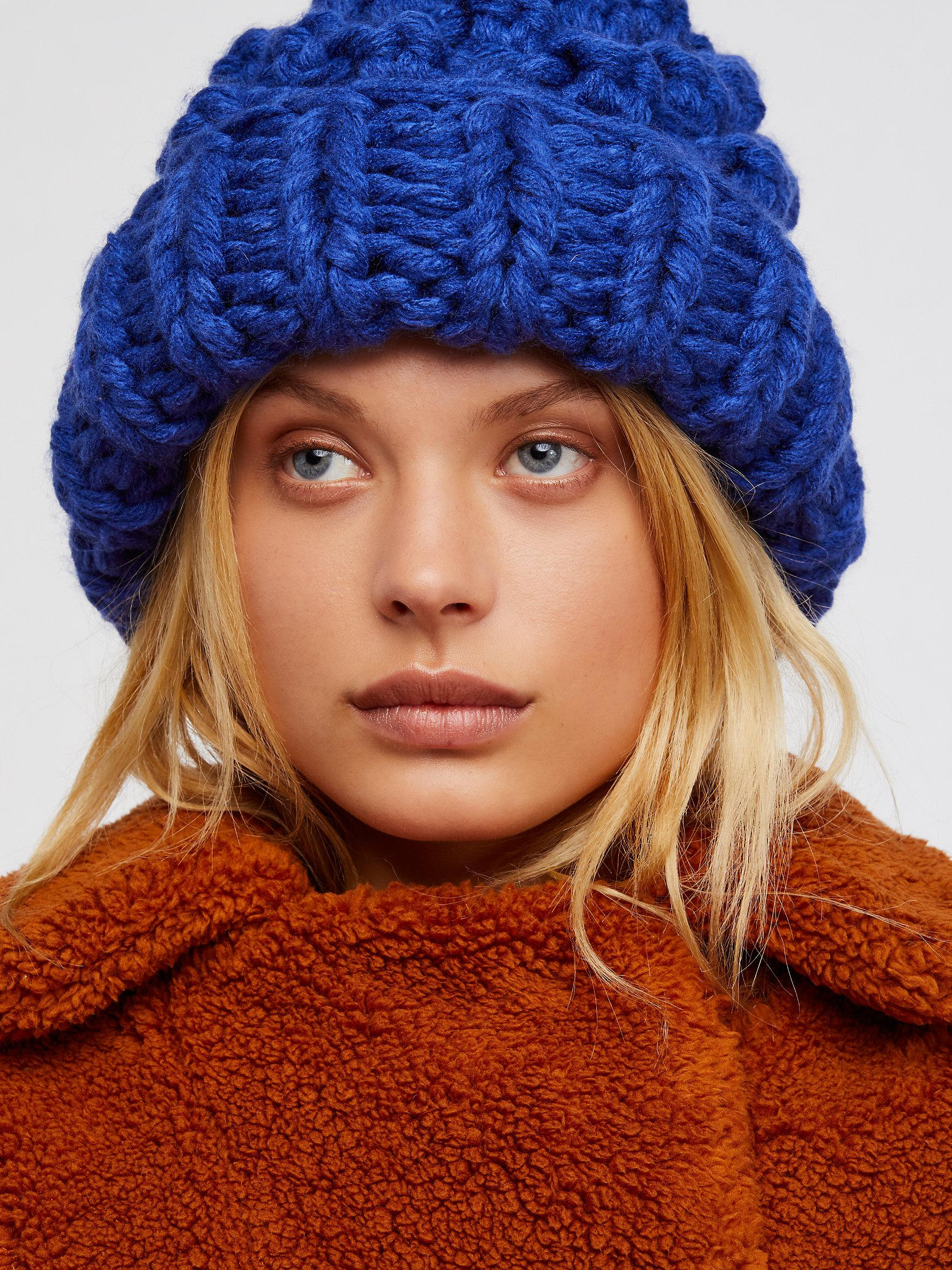 7a633ef1900d4 Free People Chunky Bobble Knit Beanie in Blue - Lyst