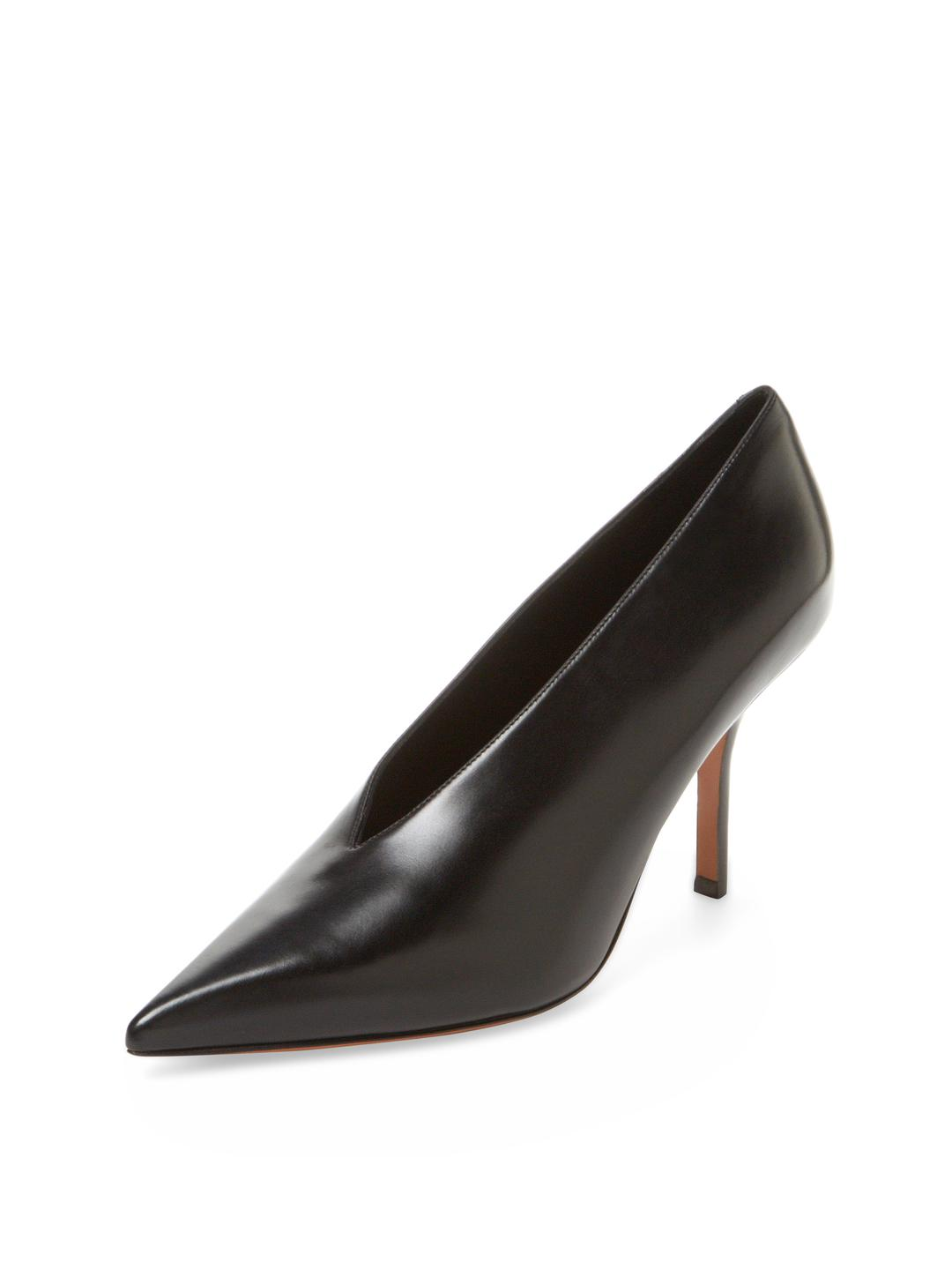 e68ff5eecc9 Lyst - Céline Essential V Neck Leather Pump in Black