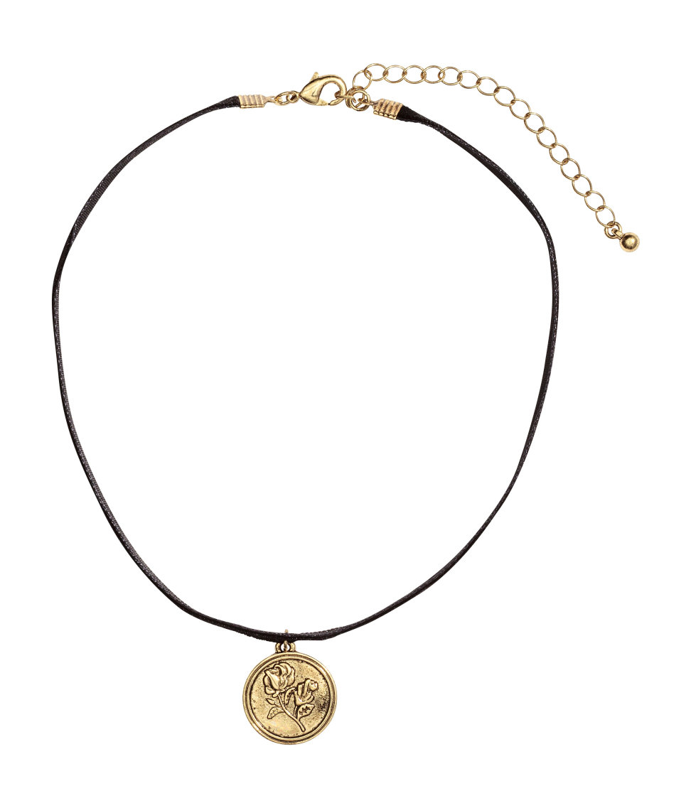 h m choker with a pendant in metallic lyst