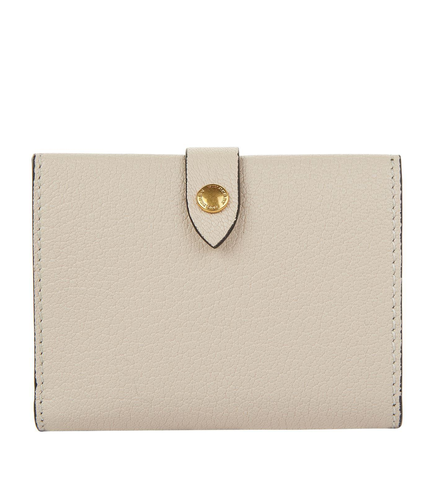 ebee63283afa Lyst - Burberry Grained Harlow Wallet in Natural