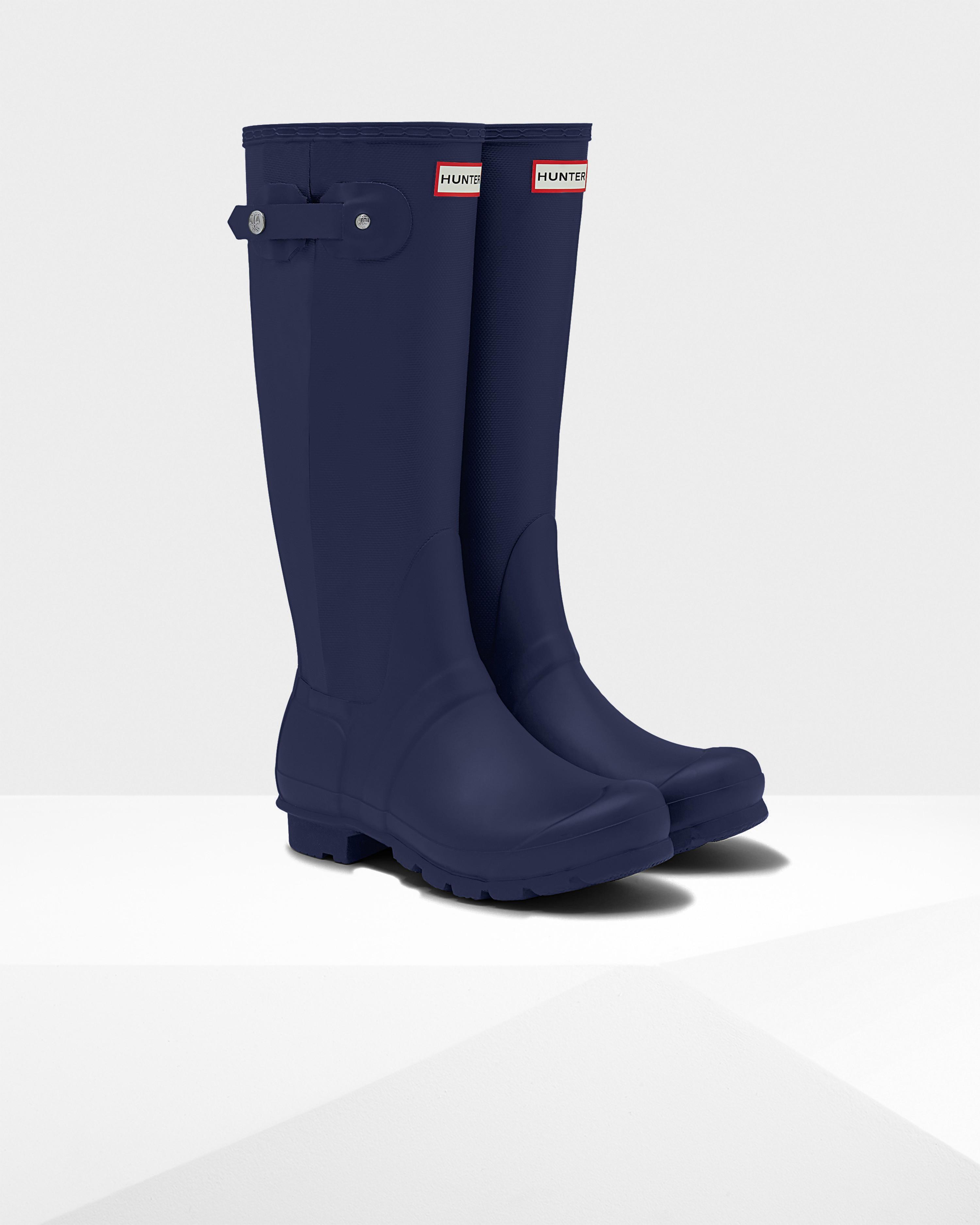 hunter original slim textured rain boots in blue navy lyst. Black Bedroom Furniture Sets. Home Design Ideas