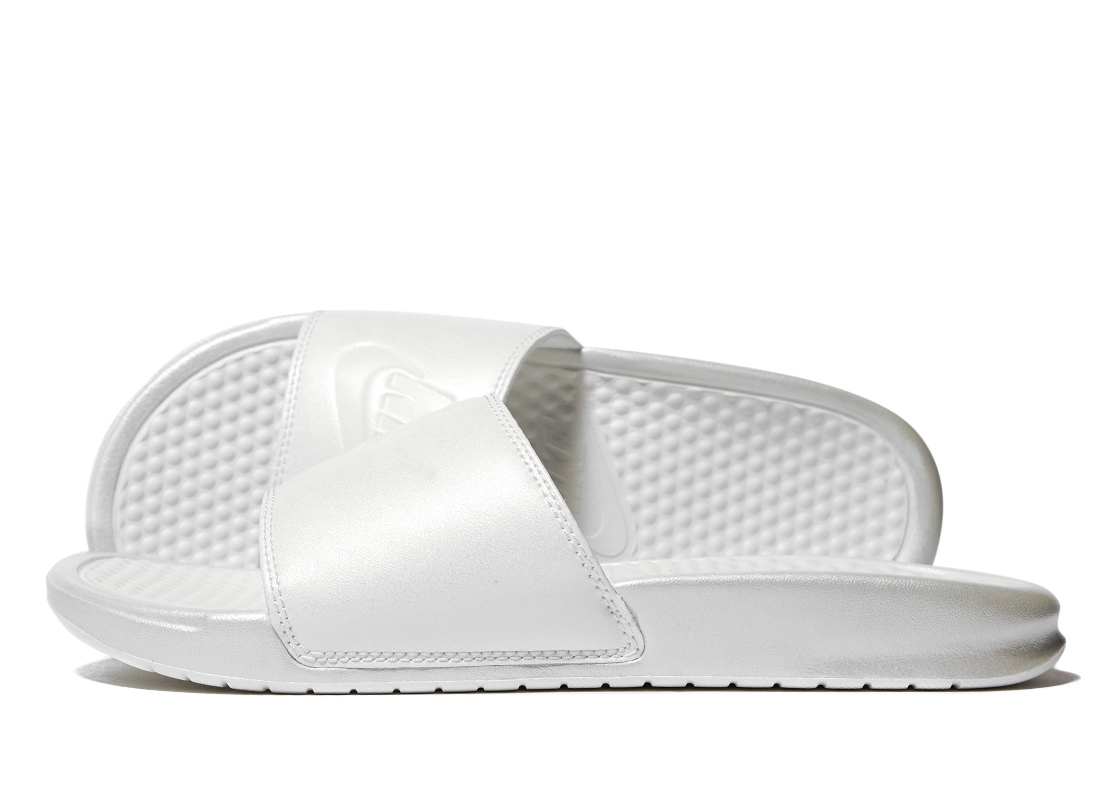d8a7ddde2daa5d Lyst - Nike Benassi Slides in White