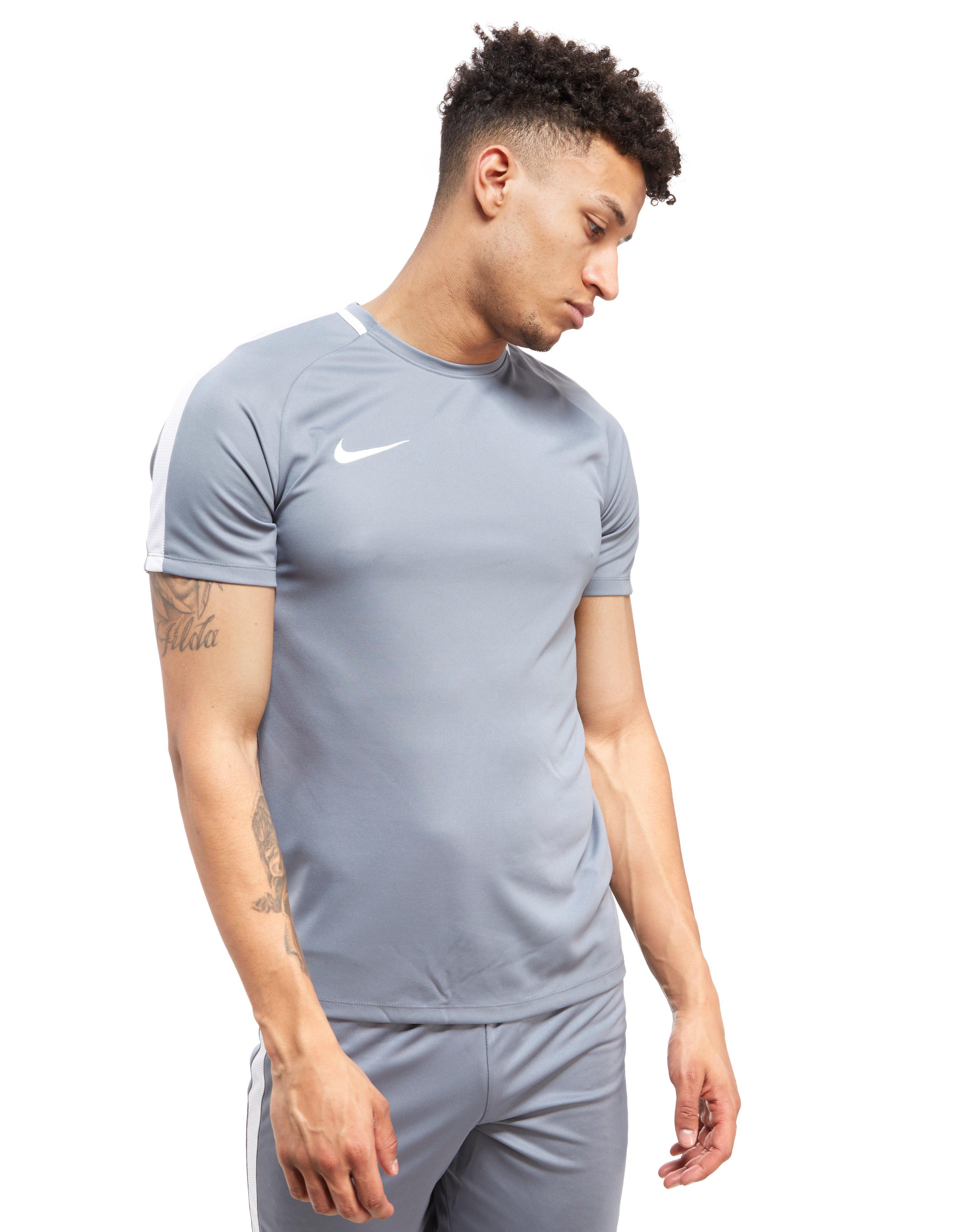 nike t shirt academy