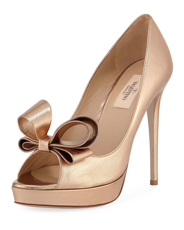 08fe5dc23aae5 Valentino Metallic Bow Peep-toe Platform Pumps - Lyst