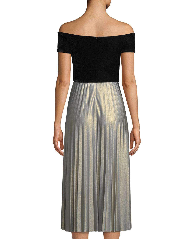 95d8f94985b Donna Morgan Off Shoulder Velvet Dress in Black - Lyst