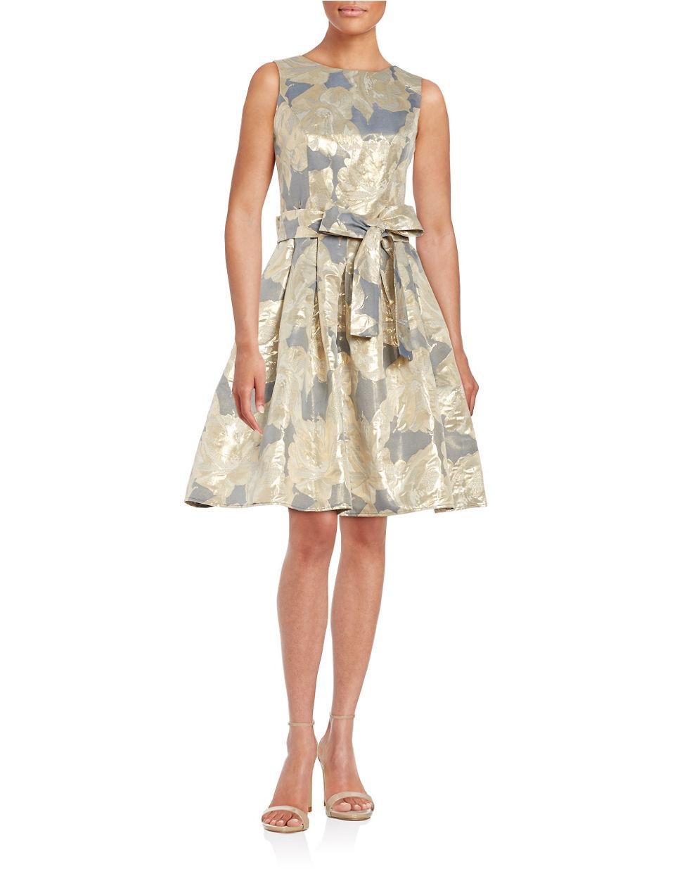 Tommy Hilfiger Sleeveless Metallic Floral Jacquard Fit And
