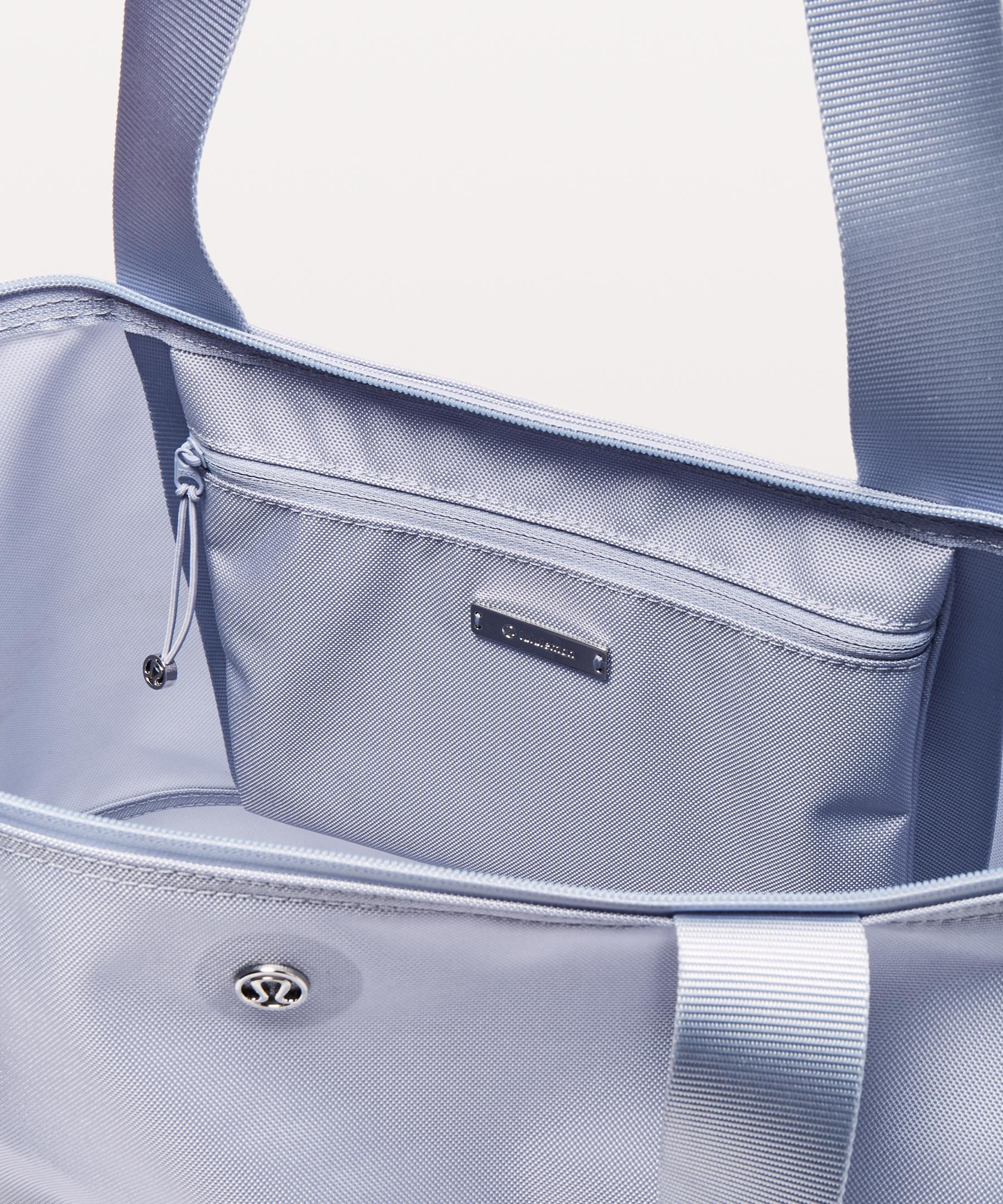 435196065339 Lululemon Athletica Essential Gym Bag