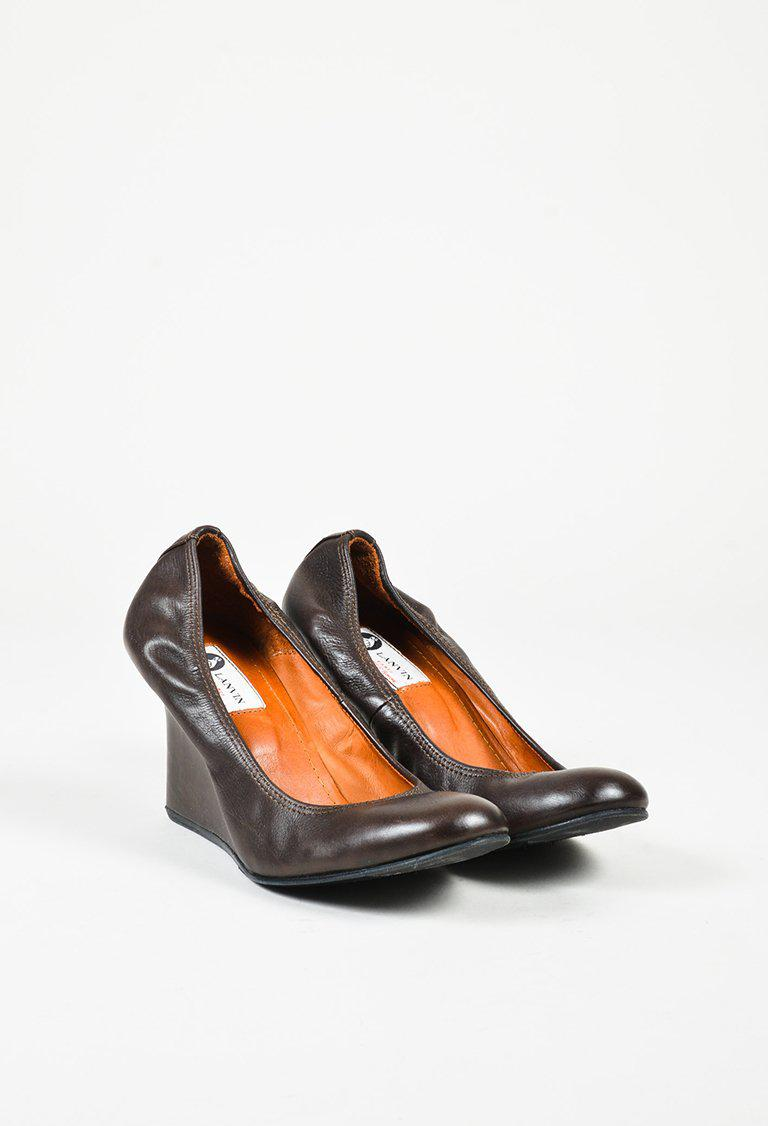 d98537e328 Lanvin Brown Leather Round Toe Wedge Heel Pumps in Brown - Lyst