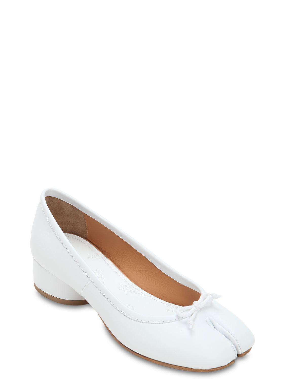 e62a471279f8 Maison Margiela - White 35mm Tabi Leather Pumps - Lyst. View fullscreen