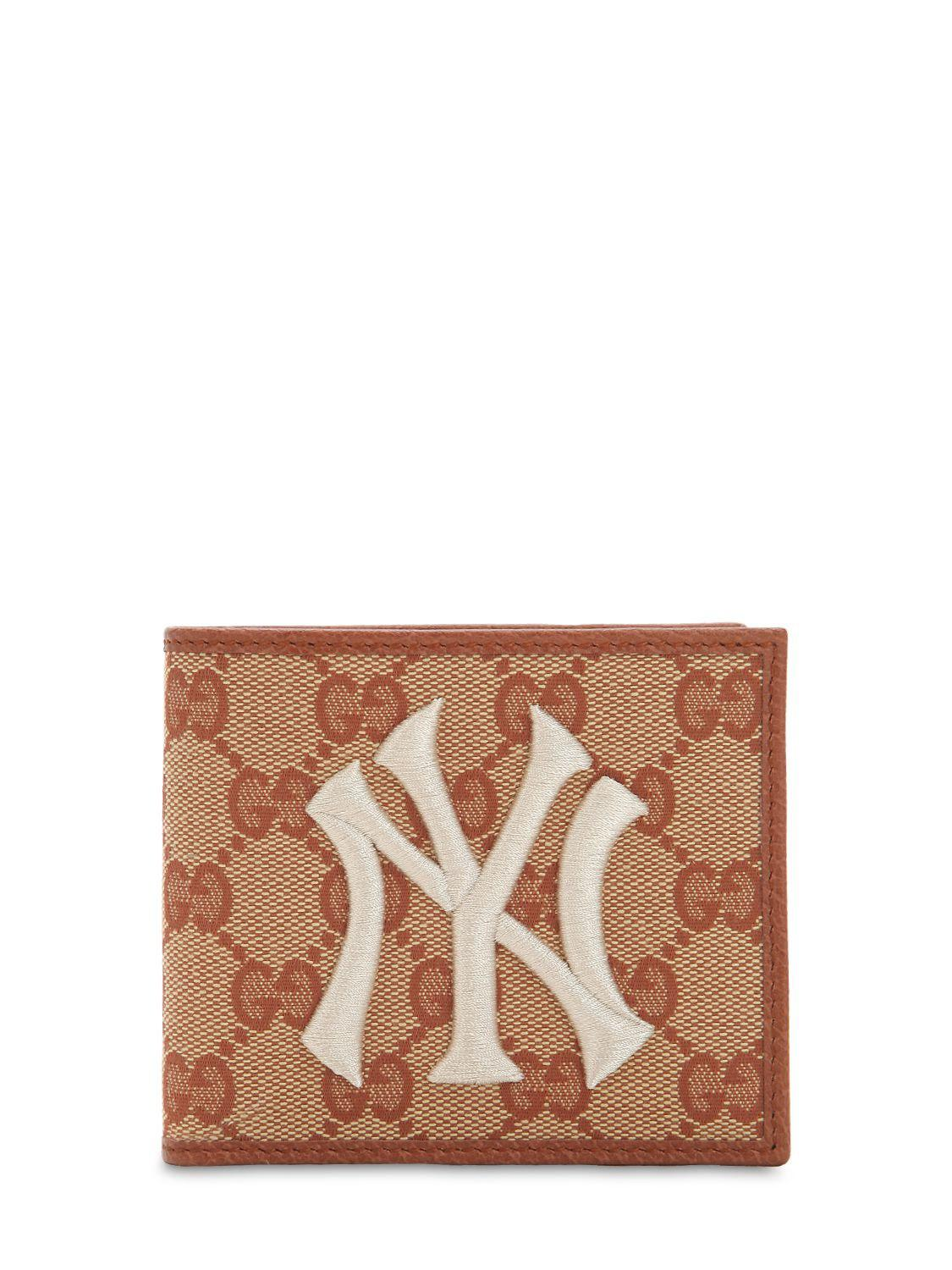 1032e05d820 Lyst - Gucci New York Gg Supreme Logo Wallet in Natural for Men