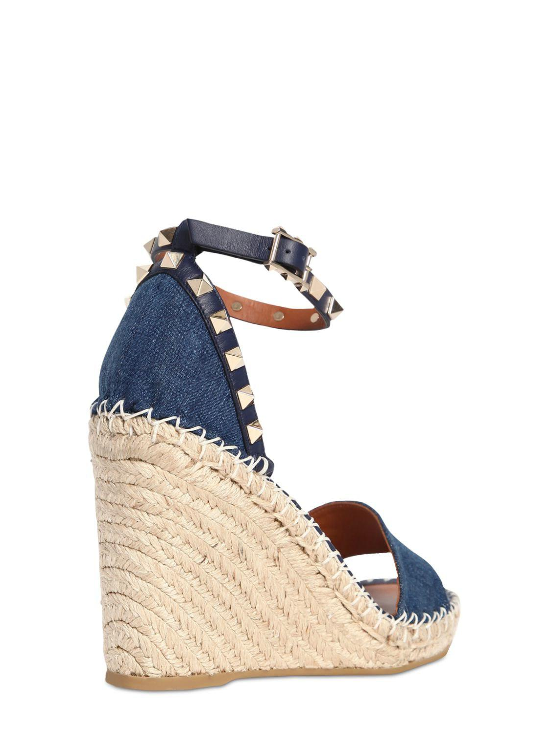 0e6da26c4e9 Valentino - Blue 105mm Rockstud Double Denim Wedges - Lyst. View fullscreen
