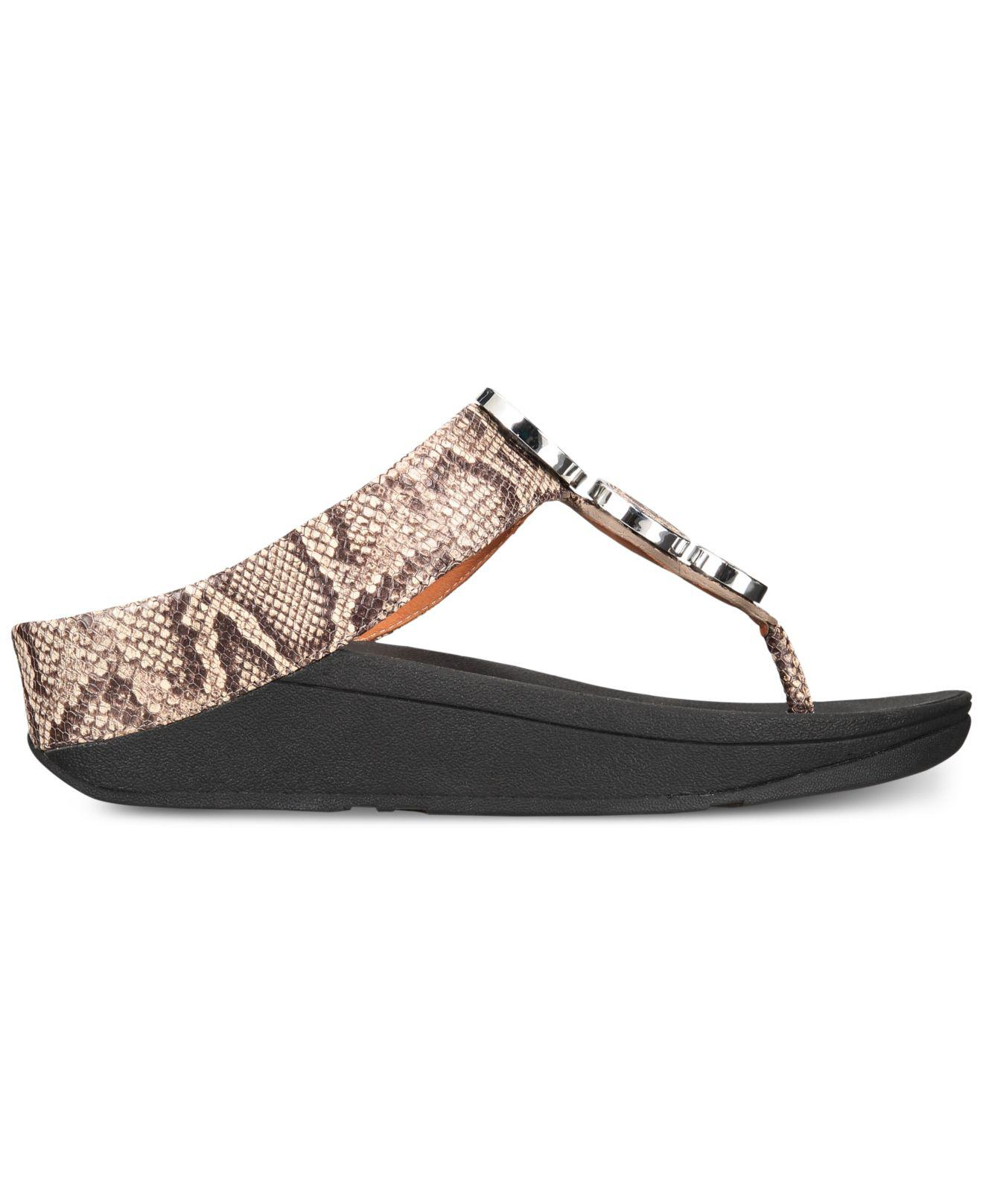 fb57a8b4df4696 Lyst - Fitflop Halo Toe-thong Sandals