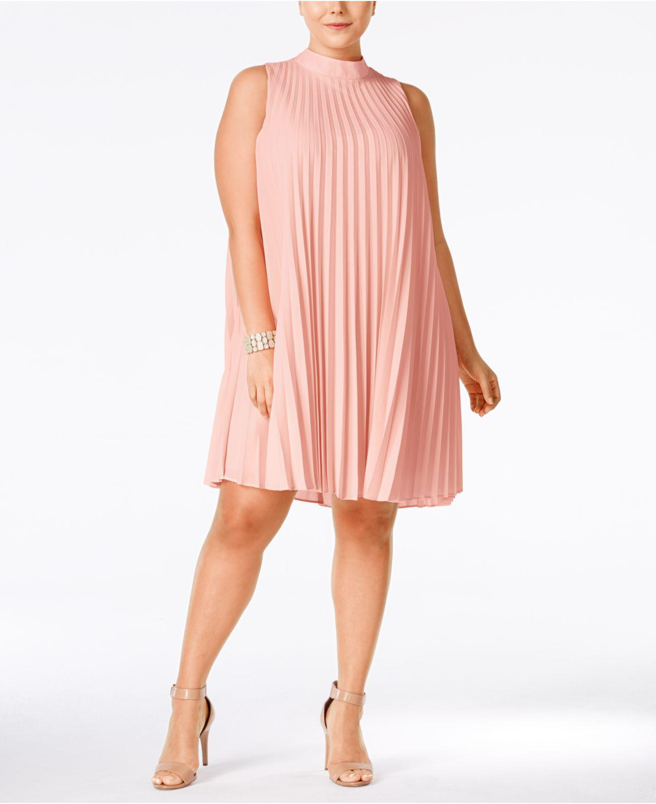 383340b97961b Soprano Plus Size High-neck Pleated Shift Dress in Pink - Lyst