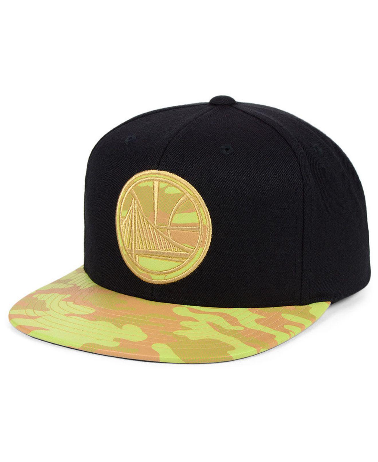 buy online 8a921 623b8 Mitchell   Ness. Men s Black Golden State Warriors Natural Camo Snapback Cap