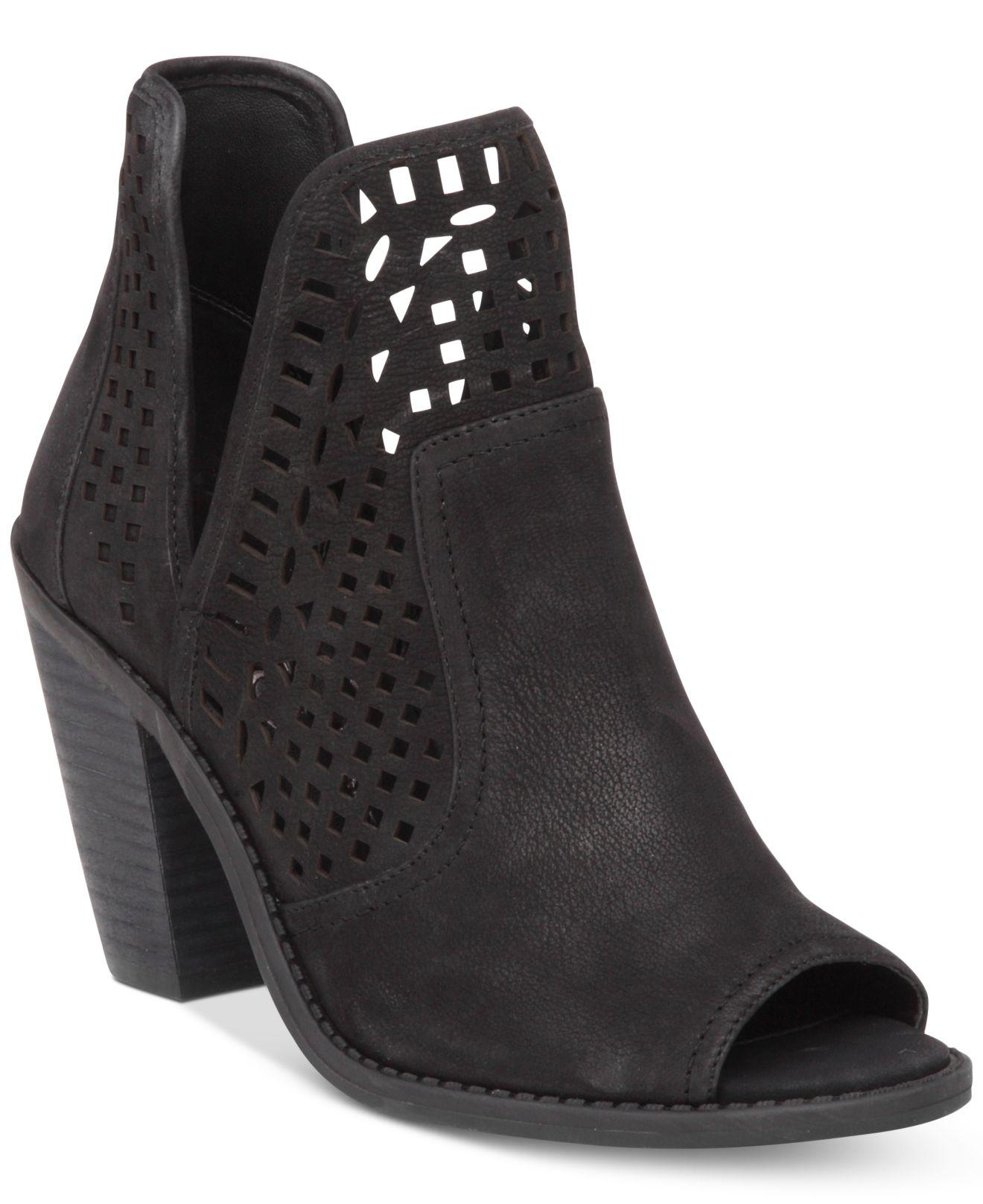 The Bobbie Black Cutout Ankle Booties are for babes that walk with confidence! These little cuties boast an almond-toe upper, sleek vegan leather in the front and pierced vegan leather at back.