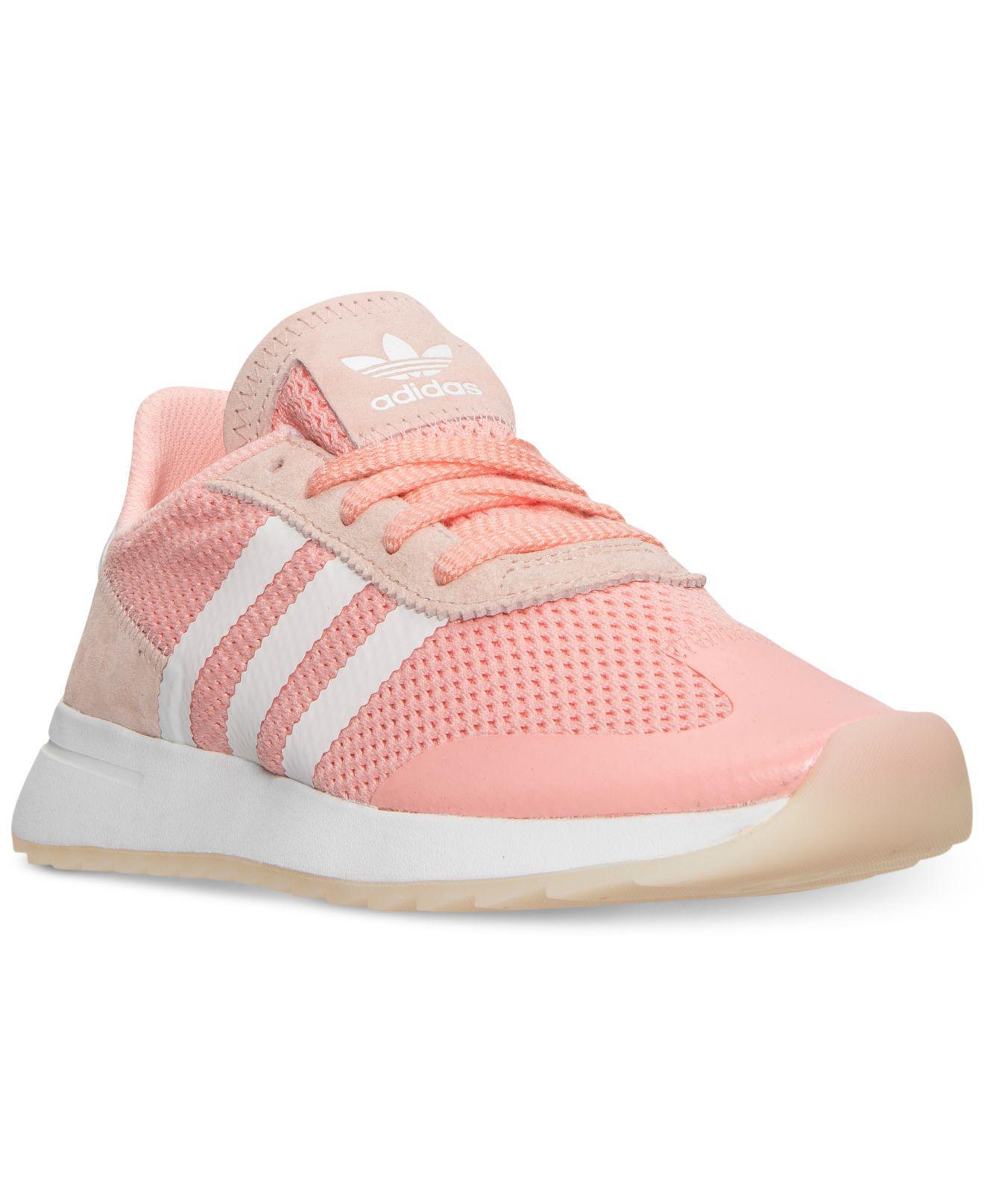 lyst adidas flashback casual scarpe dal traguardo in rosa