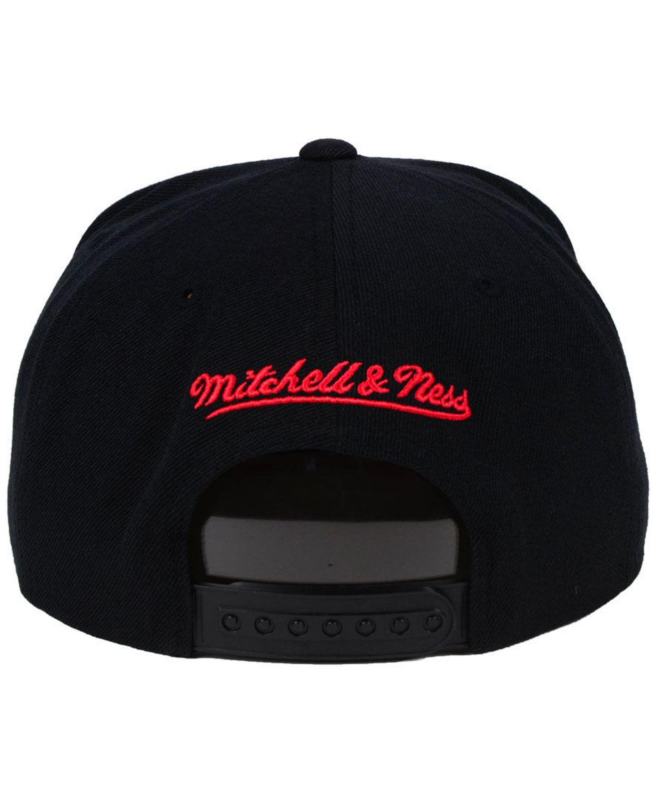 wholesale dealer a9203 45f16 ... low price lyst mitchell ness chicago bulls metallic cropped snapback  cap 1e32f 0fff8