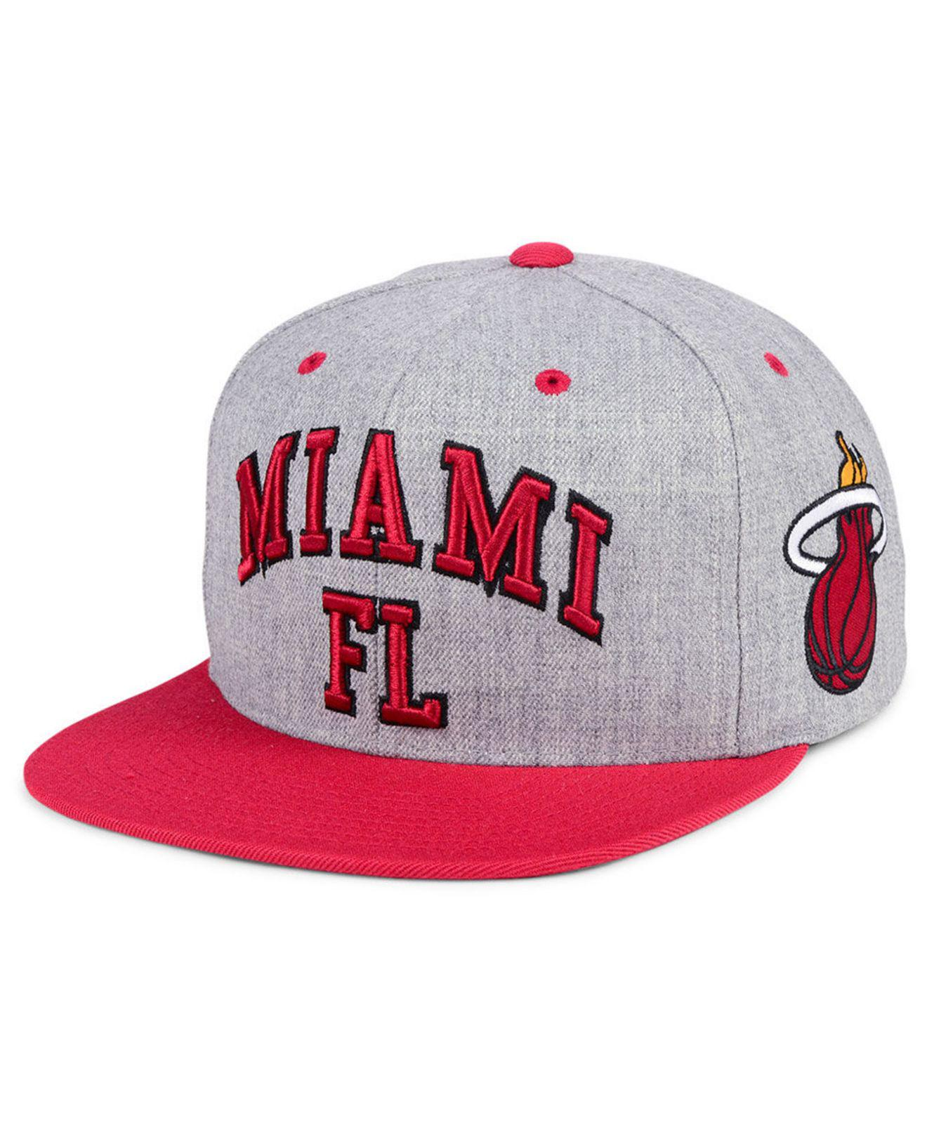 check out 1051d 61bdb Mitchell   Ness. Men s Miami Heat Side Panel Cropped Snapback Cap