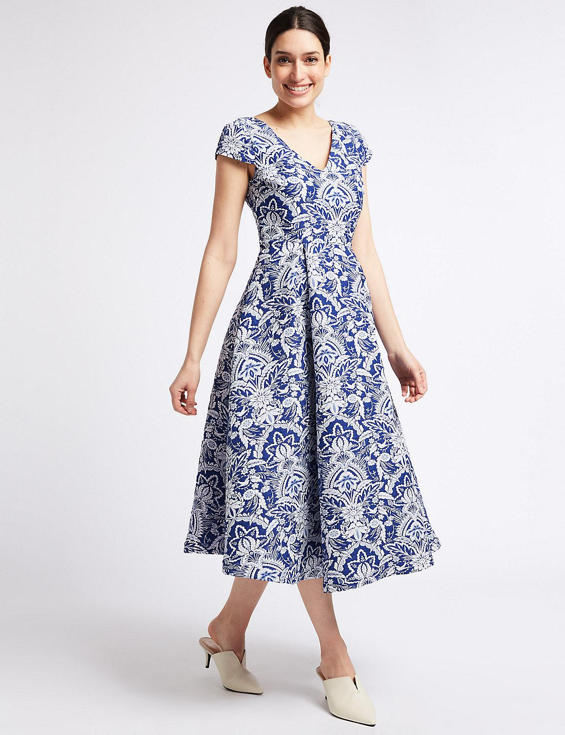 ce161fbe3f6c2 Blue And White Floral Prom Dresses - PostParc