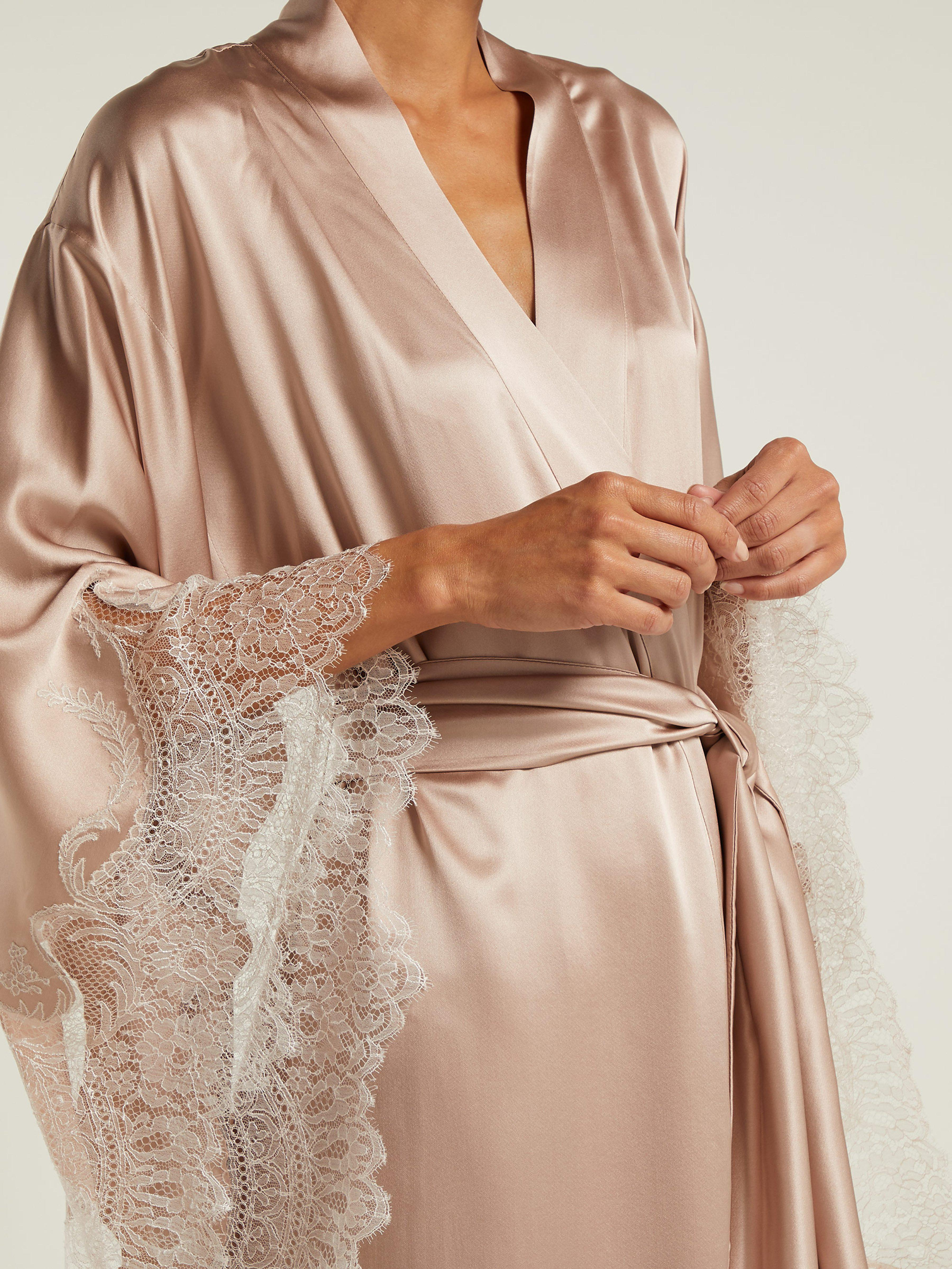 Carine Gilson Lace Embroidered Silk Satin Robe in Pink - Lyst 0ebf55f3e