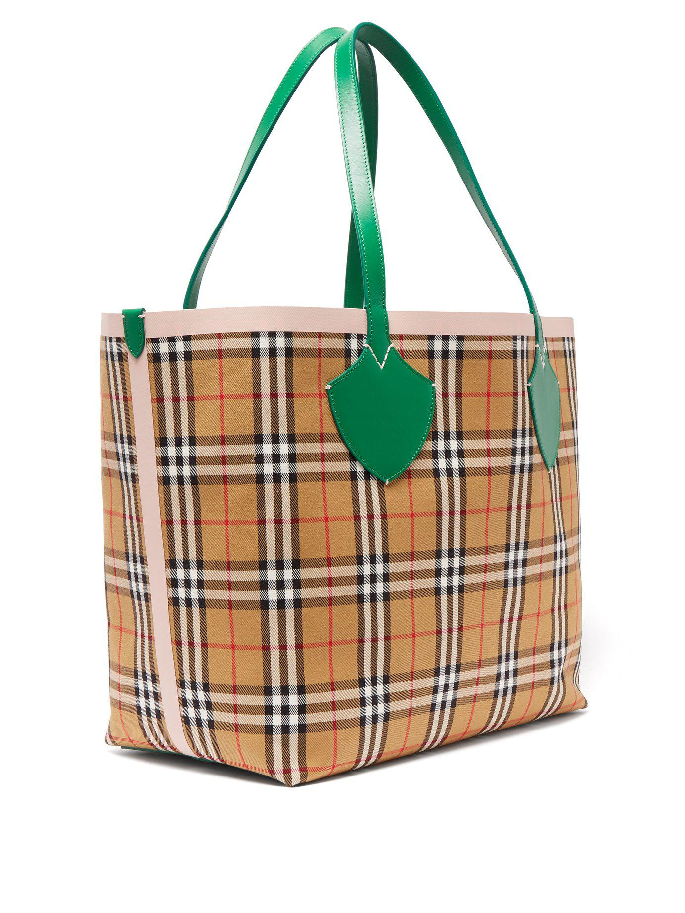 0be2f64f202e Lyst - Burberry The Giant Medium Reversible Cotton Tote Bag