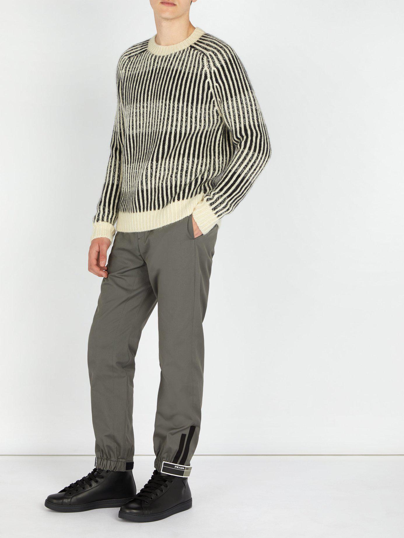 Lyst - Pantalon de jogging en coton à empiècement logo Prada pour ... 94d31345ce5