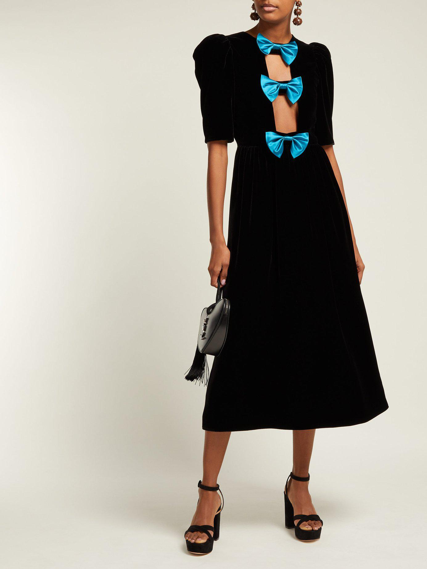 25240ed70 Gucci Bow Embellished Velvet Gown in Black - Lyst