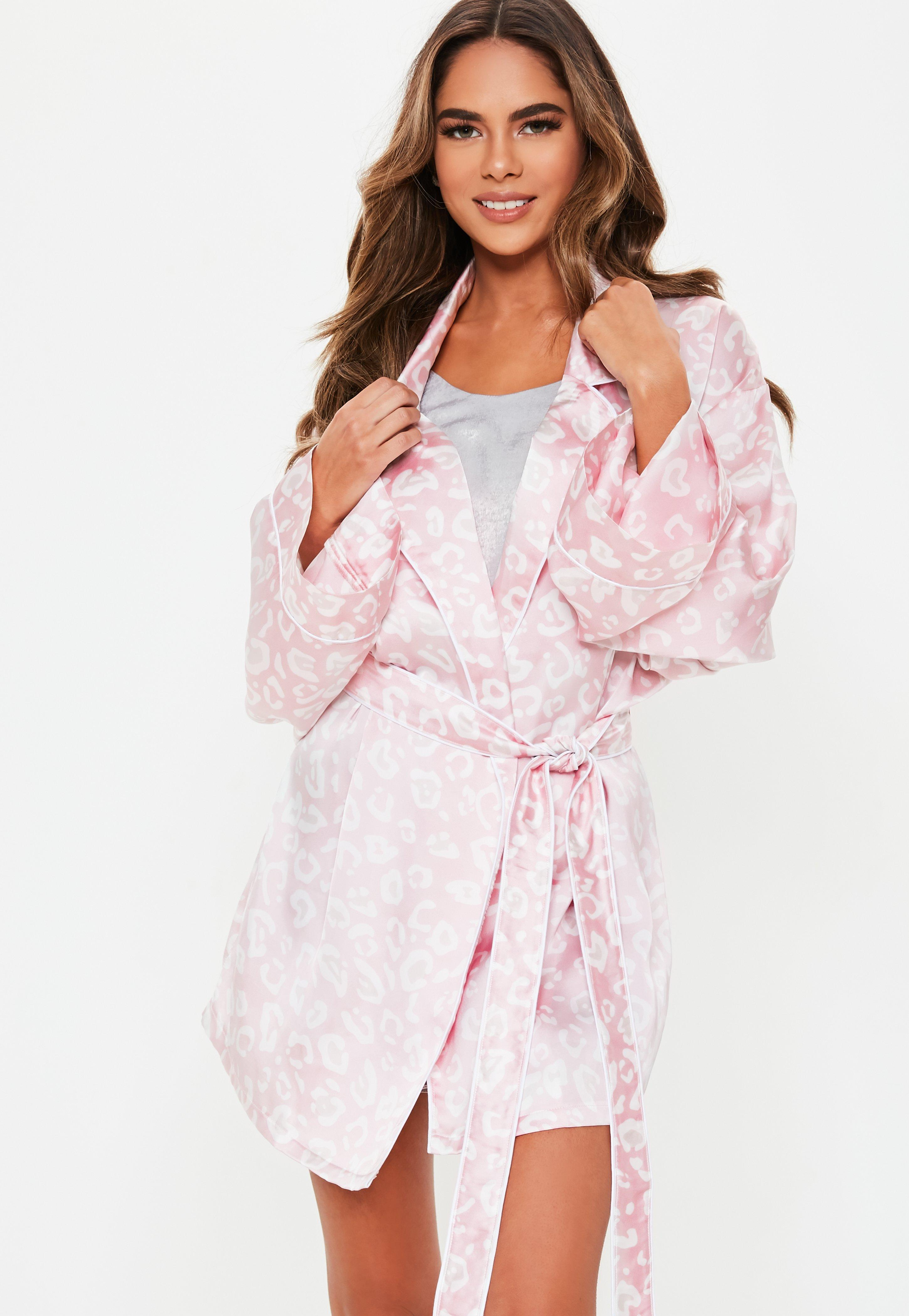 d5a12add0c Lyst - Missguided Blush Leopard Satin Dressing Gown in Pink