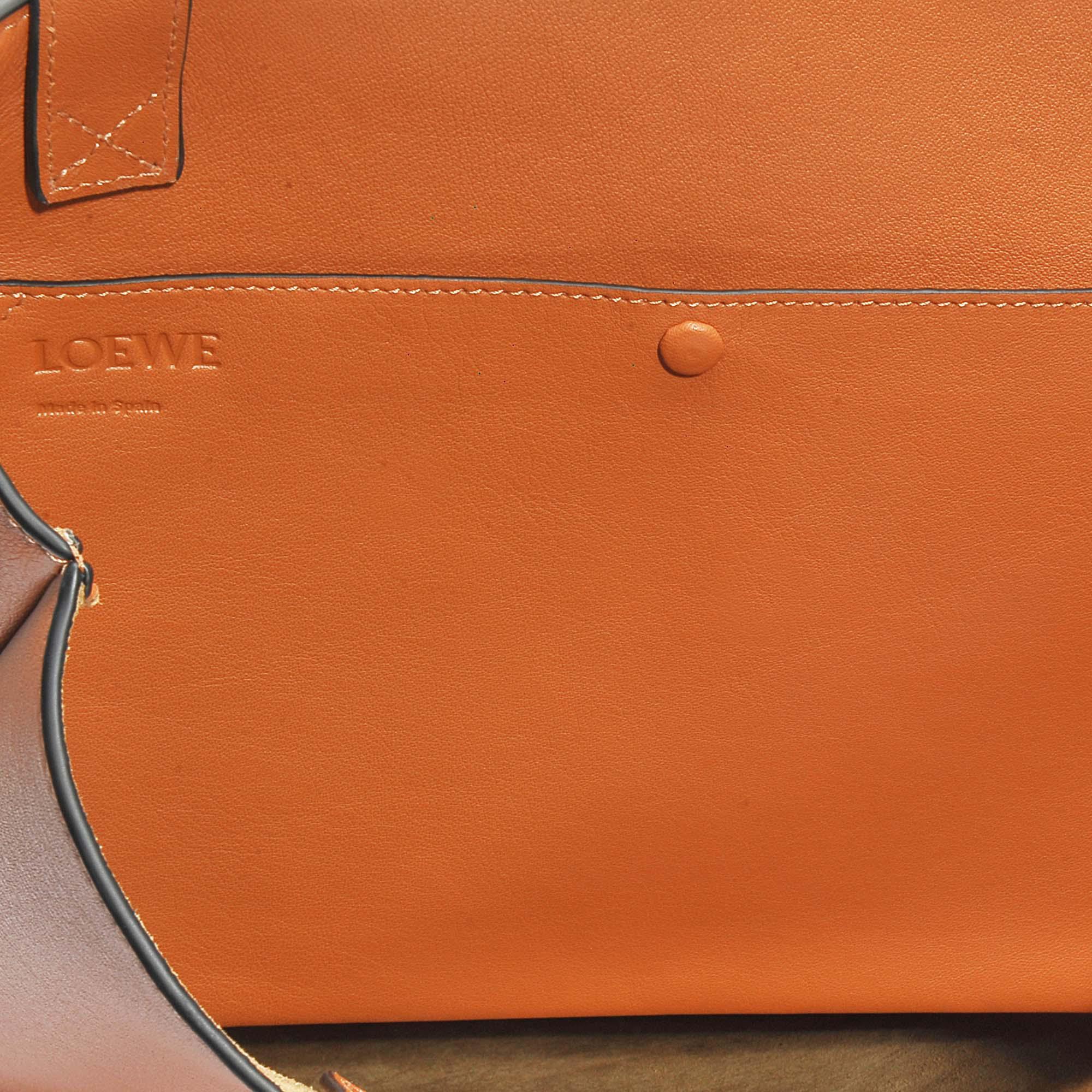 Vertical Tote Cat Bag in Tan and White Classic Calf Loewe 0iqpp4J