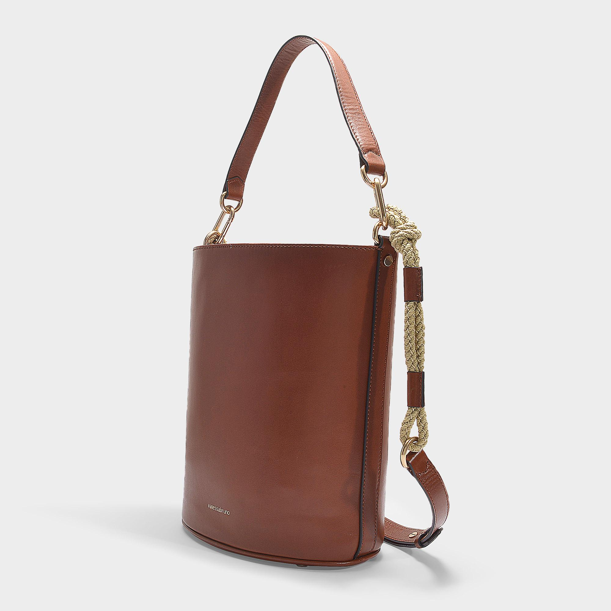 52bcbb19300f Vanessa Bruno Holly Bucket Bag In Brown Leather in Brown - Lyst