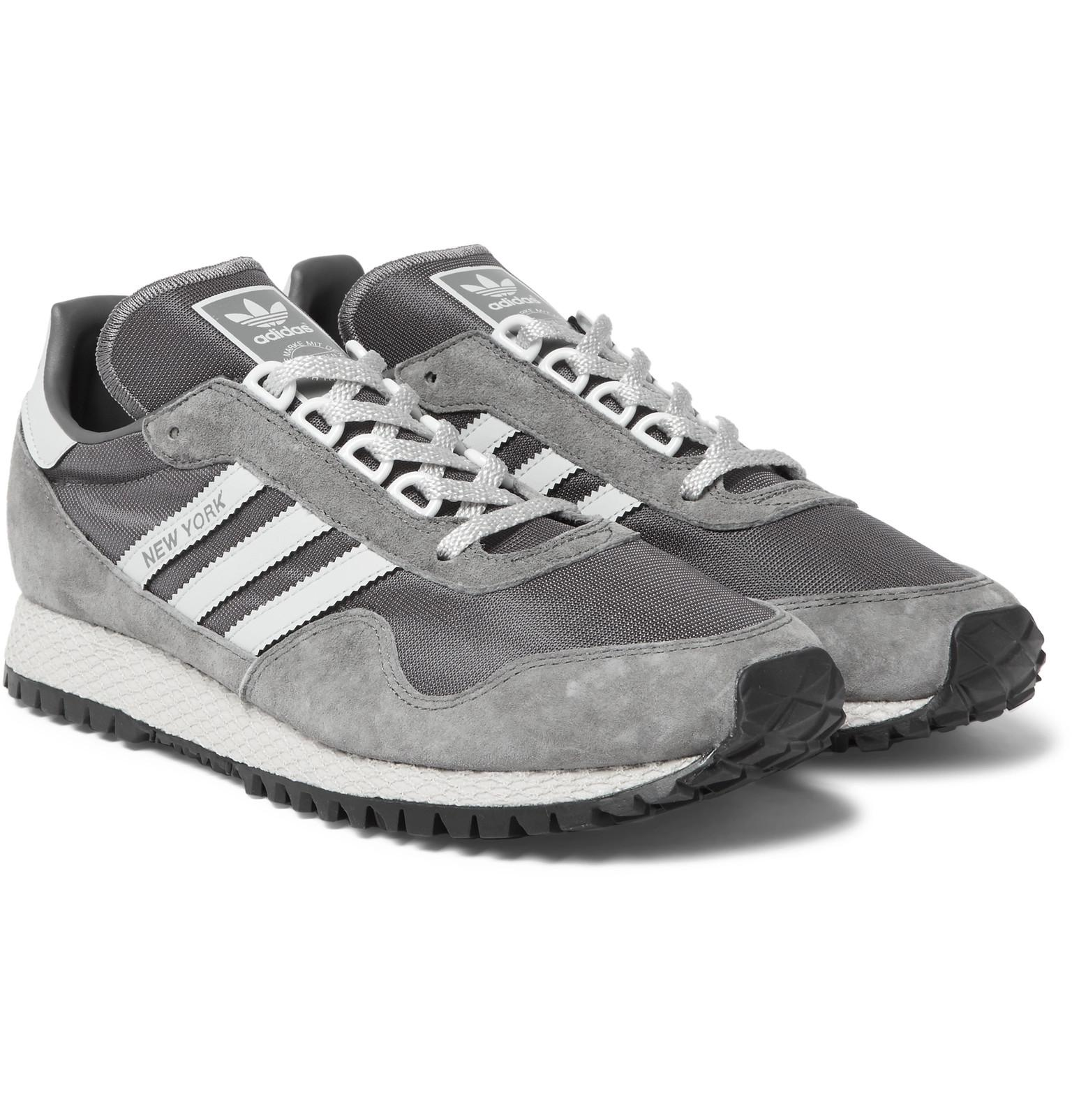 lyst adidas originali di new york e scarpe da ginnastica in maglia grigia nabuk