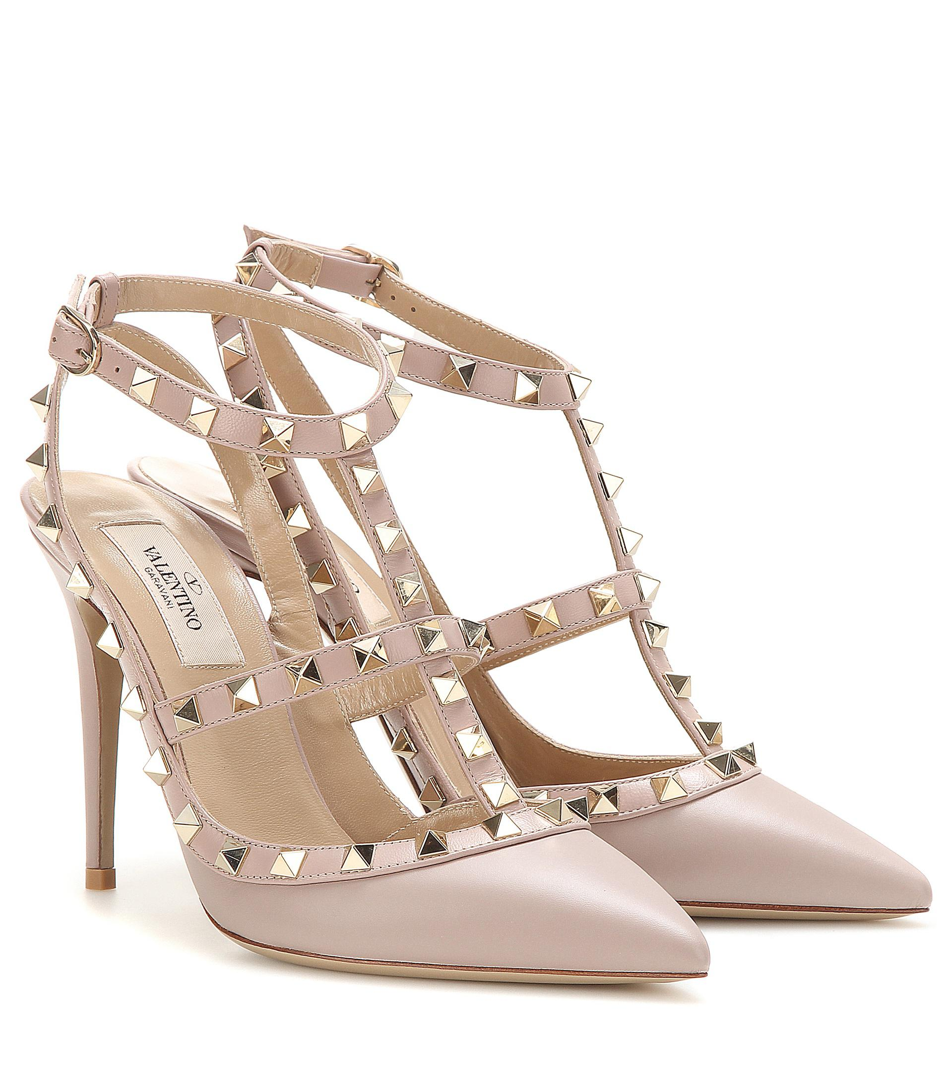 01c0574f7c6 Valentino Rockstud Leather Pumps in Natural - Lyst