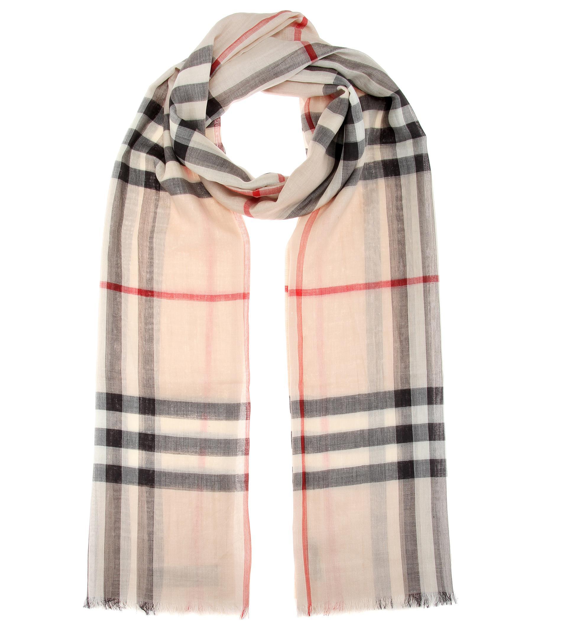 09eece4f63cc Lyst - Écharpe en laine et soie à carreaux Check Burberry en coloris ...