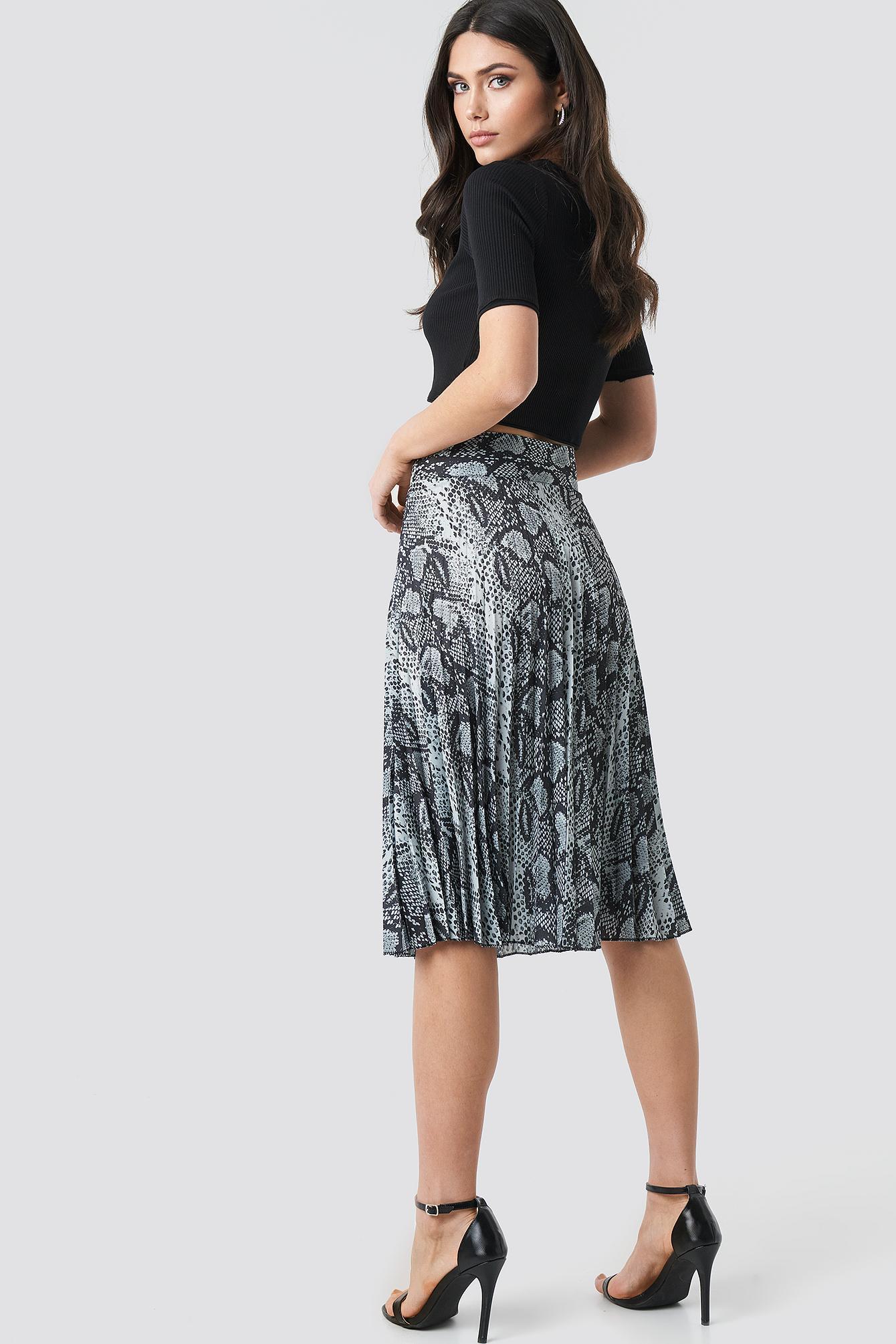 85a6ab1038 Trendyol - Black Snake Pattern Pleated Skirt Multicolor - Lyst. View  fullscreen