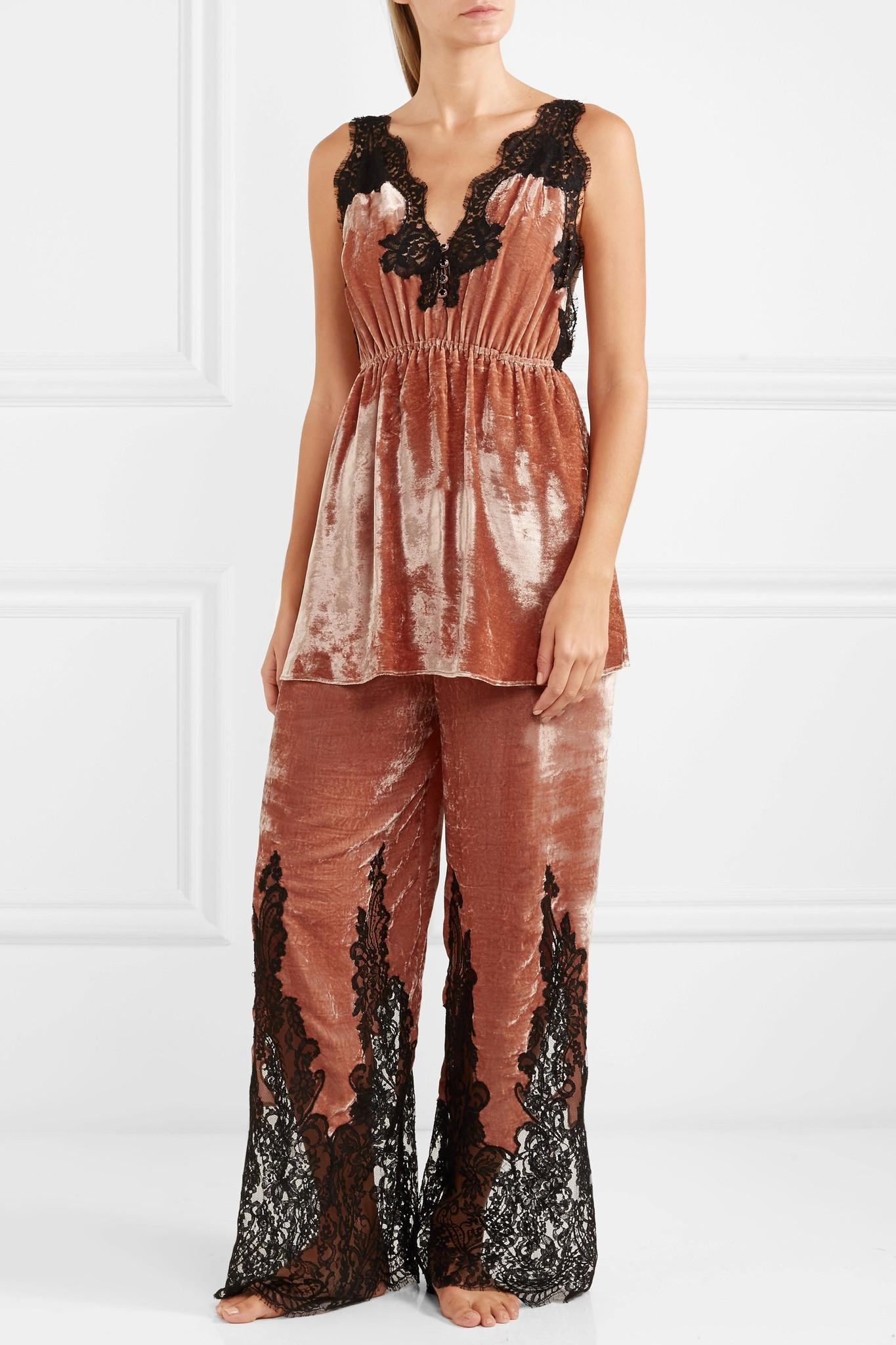 Lyst - Rosamosario Coprimi D amore Lace-paneled Silk-velvet Pajama Pants 5a80b3b1d