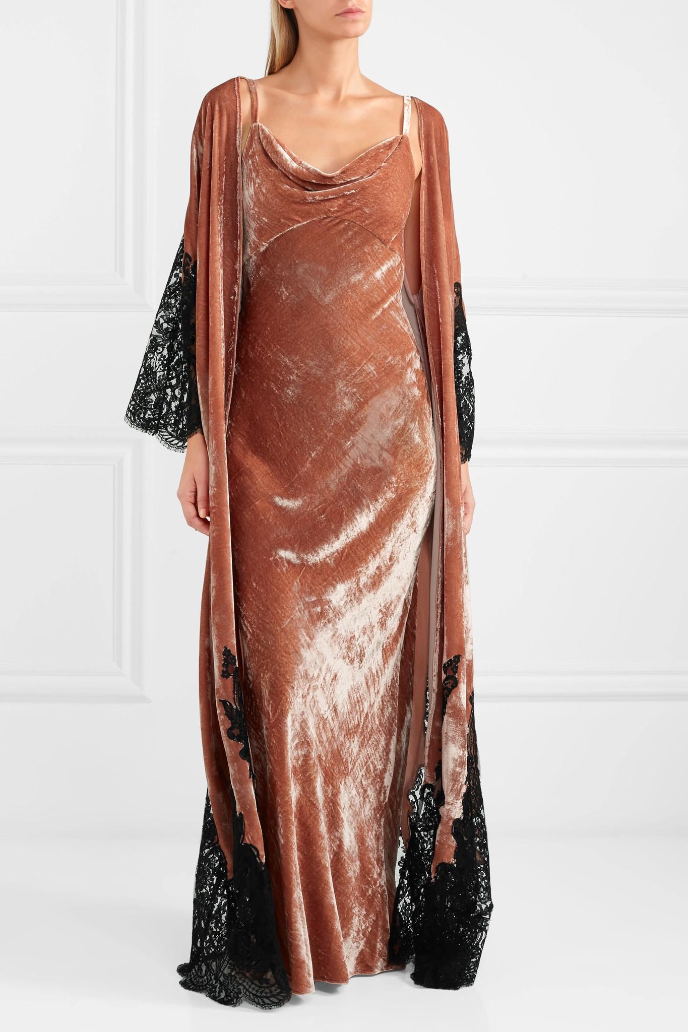 Lyst - Rosamosario Coprimi D amore Lace-paneled Silk-velvet Robe b73341287
