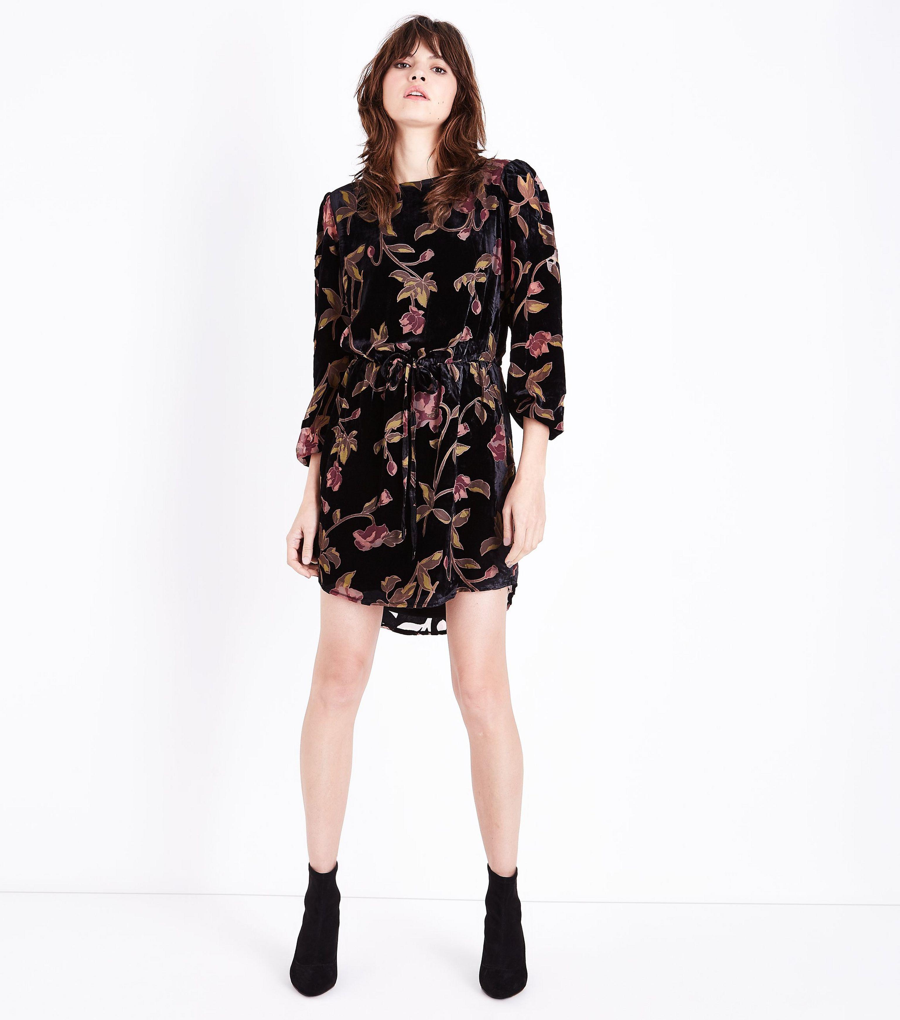 776f5498ec8 New Look Black Floral Velvet Burnout Tunic Dress in Black - Lyst