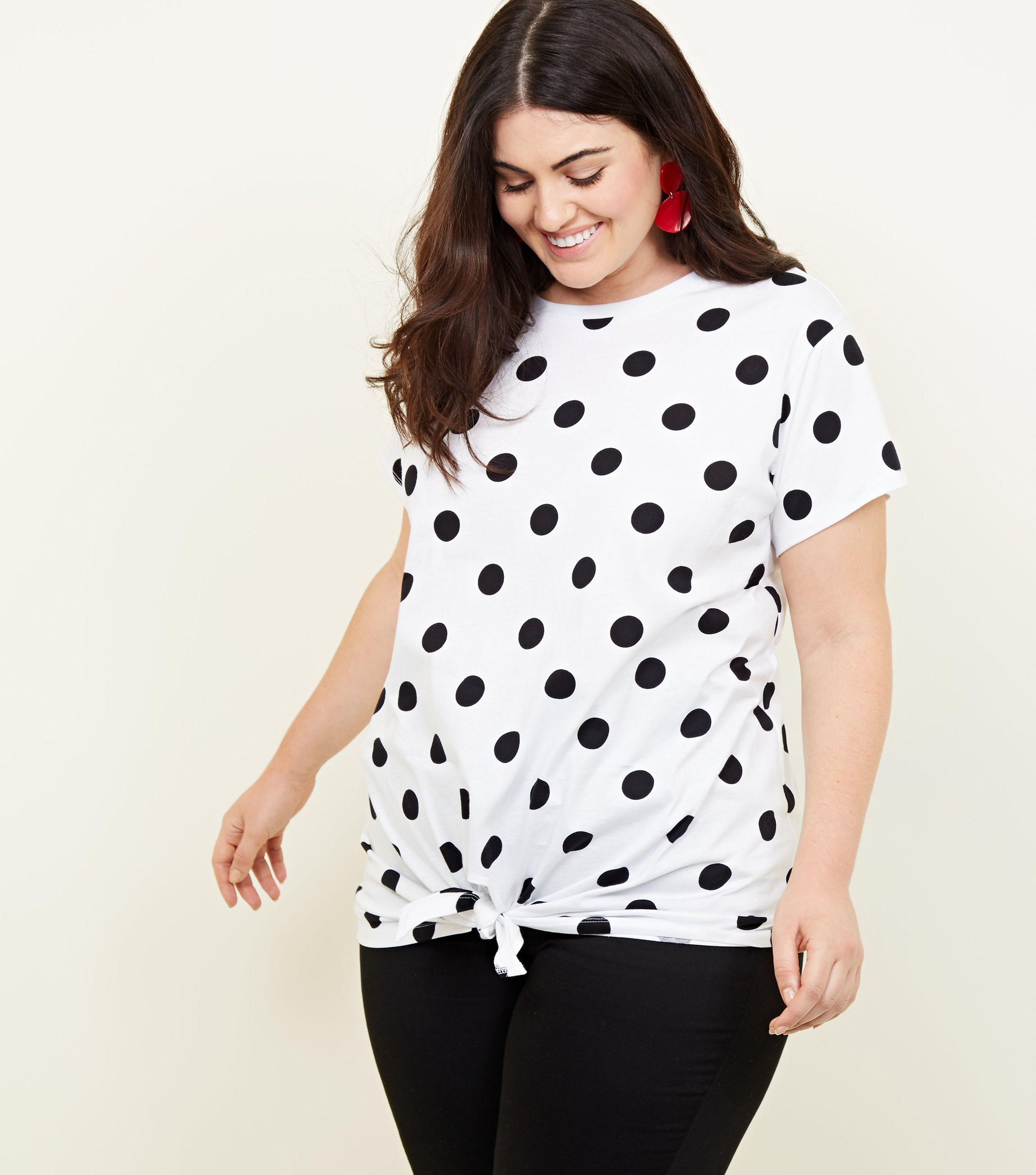 aa33eab1f62f49 New Look Curves White Polka Dot Tie Front T-shirt in White - Lyst