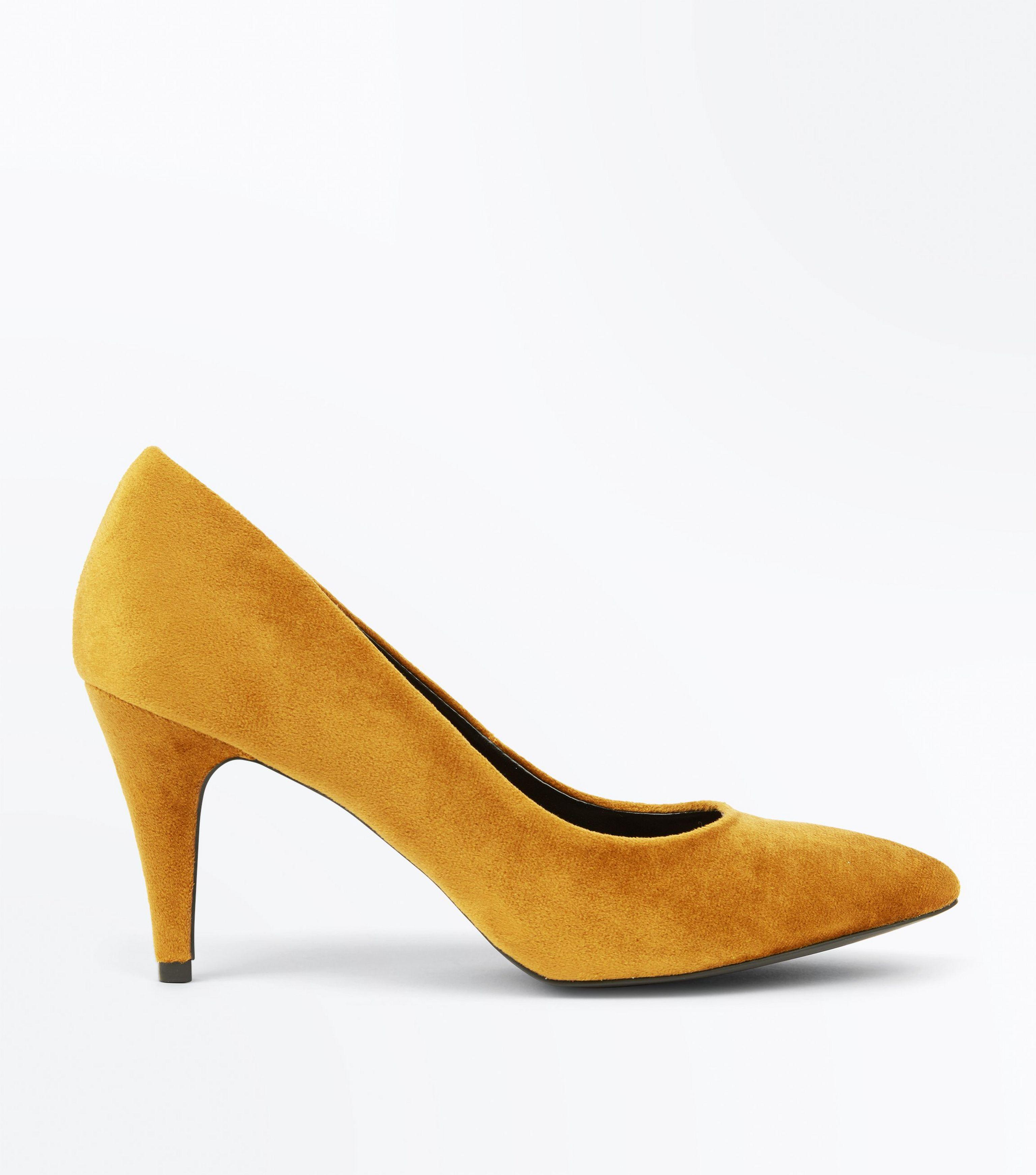 a569dbae61f New Look Mustard Yellow Crushed Velvet Pointed Court Shoes - Lyst