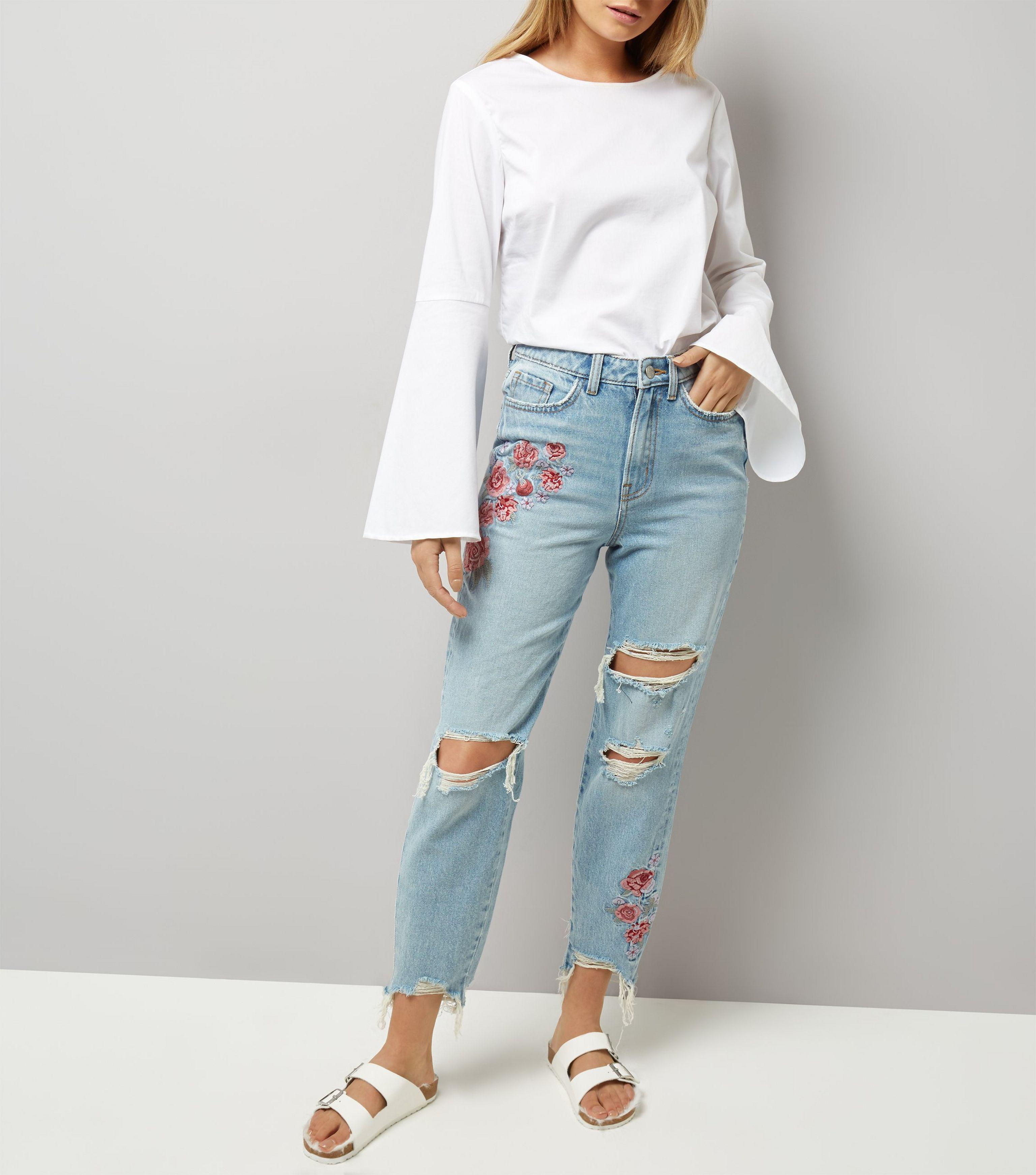 289bd66ae8 New Look Pale Blue Floral Embroidered Ripped Tori Mom Jeans in Blue ...