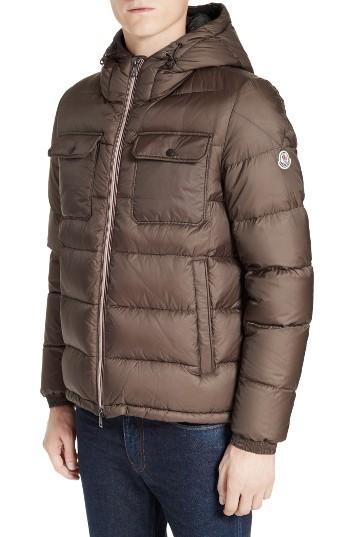 Mens Quilted Jackets Men's quilted jackets will keep you comfortable and warm throughout the cold months. Whether you pair them with jeans and a long sleeve shirt or sweater, you'll find that the versatile, fashionable look of this jacket will maintain your style all season long!