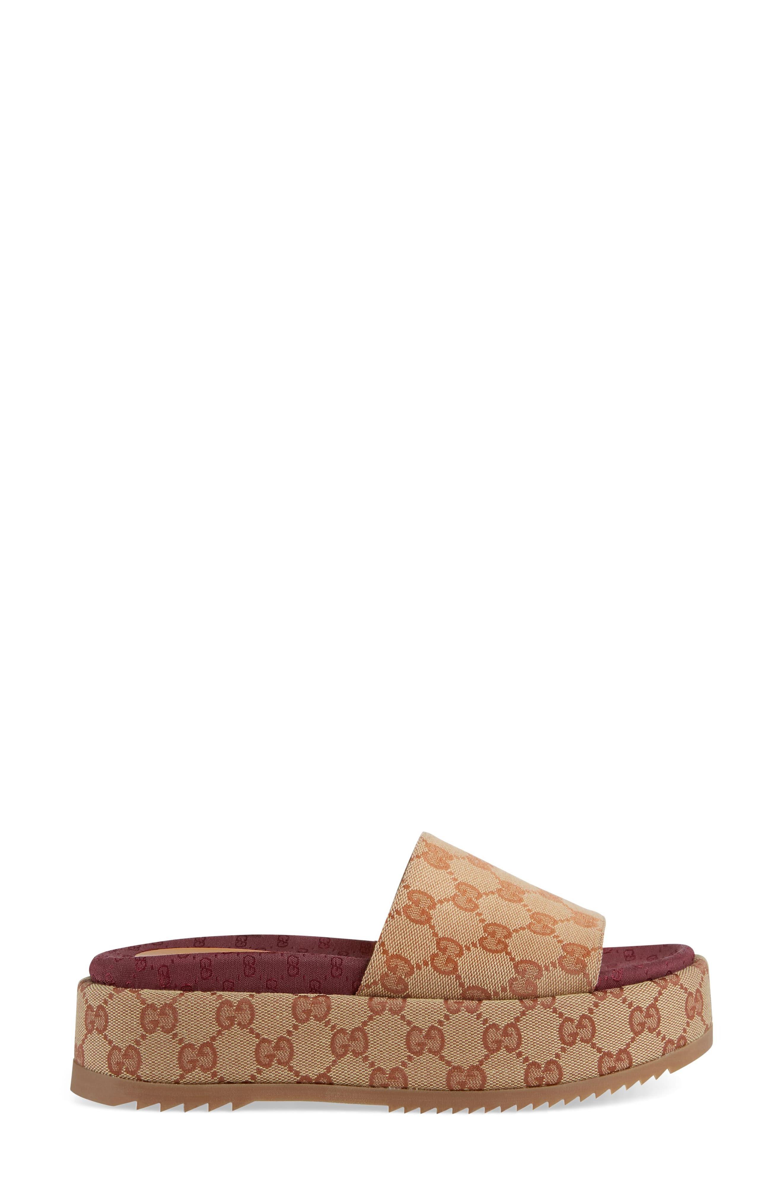 2d4da0684 Gucci Angelina Gg Supreme Platform Slide Sandal in Natural - Lyst