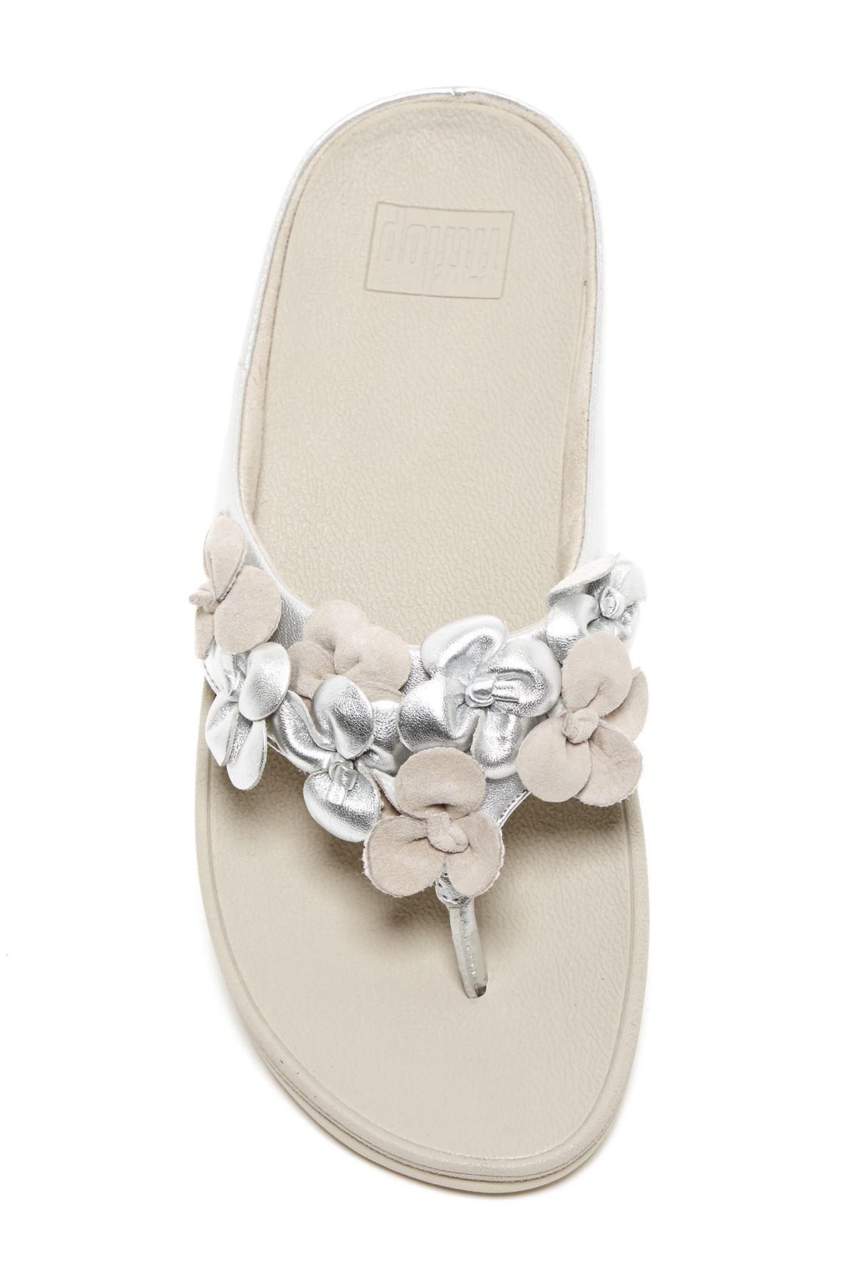 e7d3b206e Lyst - Fitflop Ringer Flower Toe Thong Sandal in Metallic
